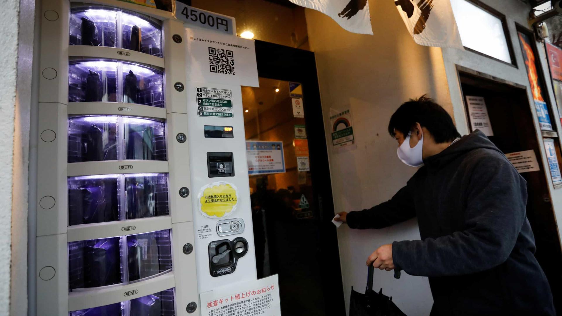 Japão. Máquinas de venda automática ajudam no acesso a testes à Covid-19
