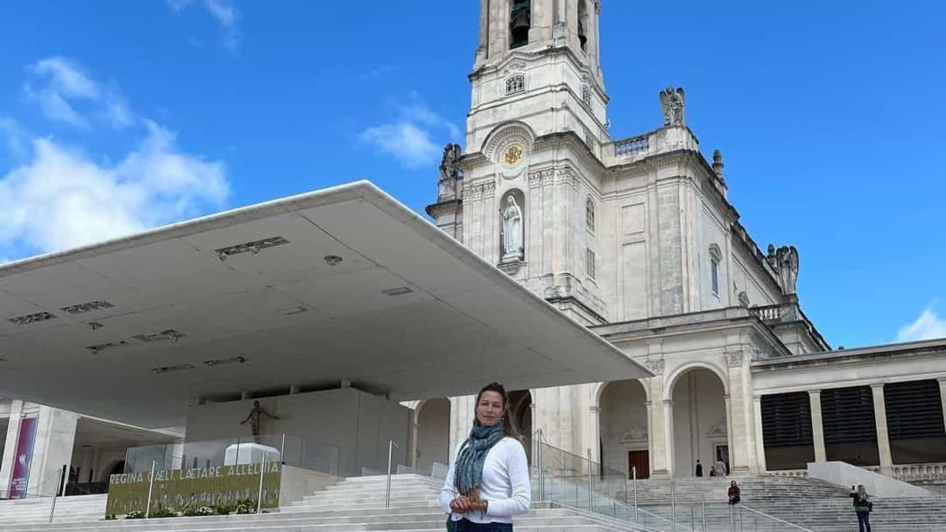 Luana Piovani em Fátima no dia do regresso dos filhos a Portugal