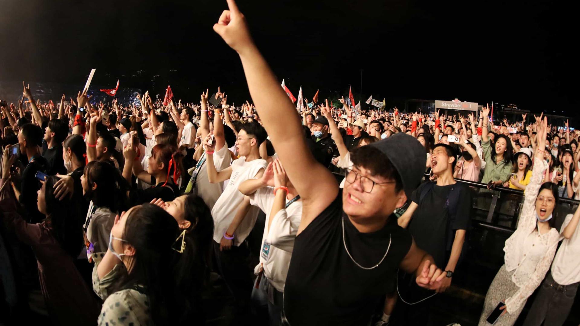 Com ou sem máscara, Wuhan volta a ser palco de festival que juntou 11 mil