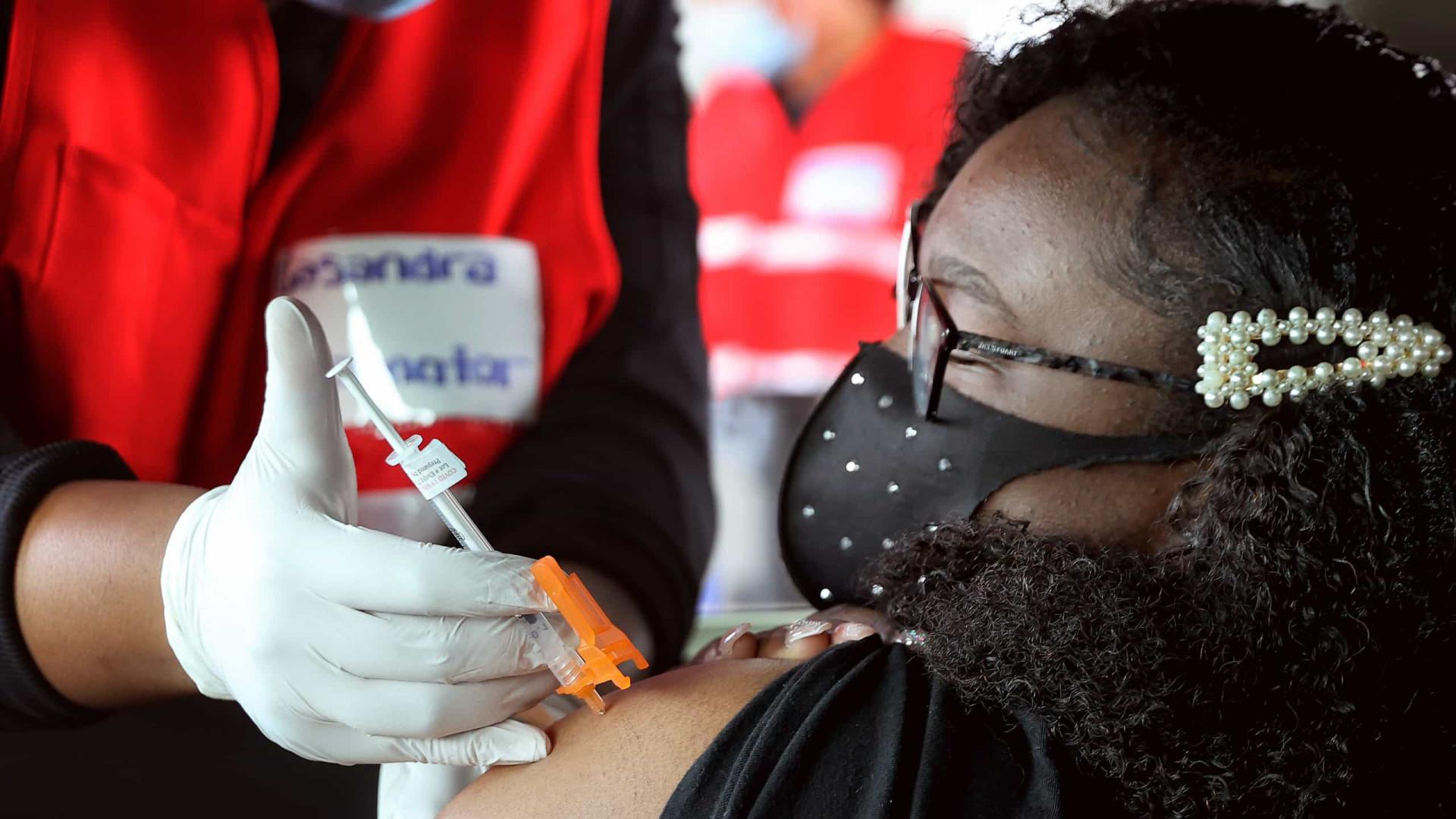 """AO MINUTO: EUA apoiam renúncia a patente das vacinas; """"Anos heroicos"""""""