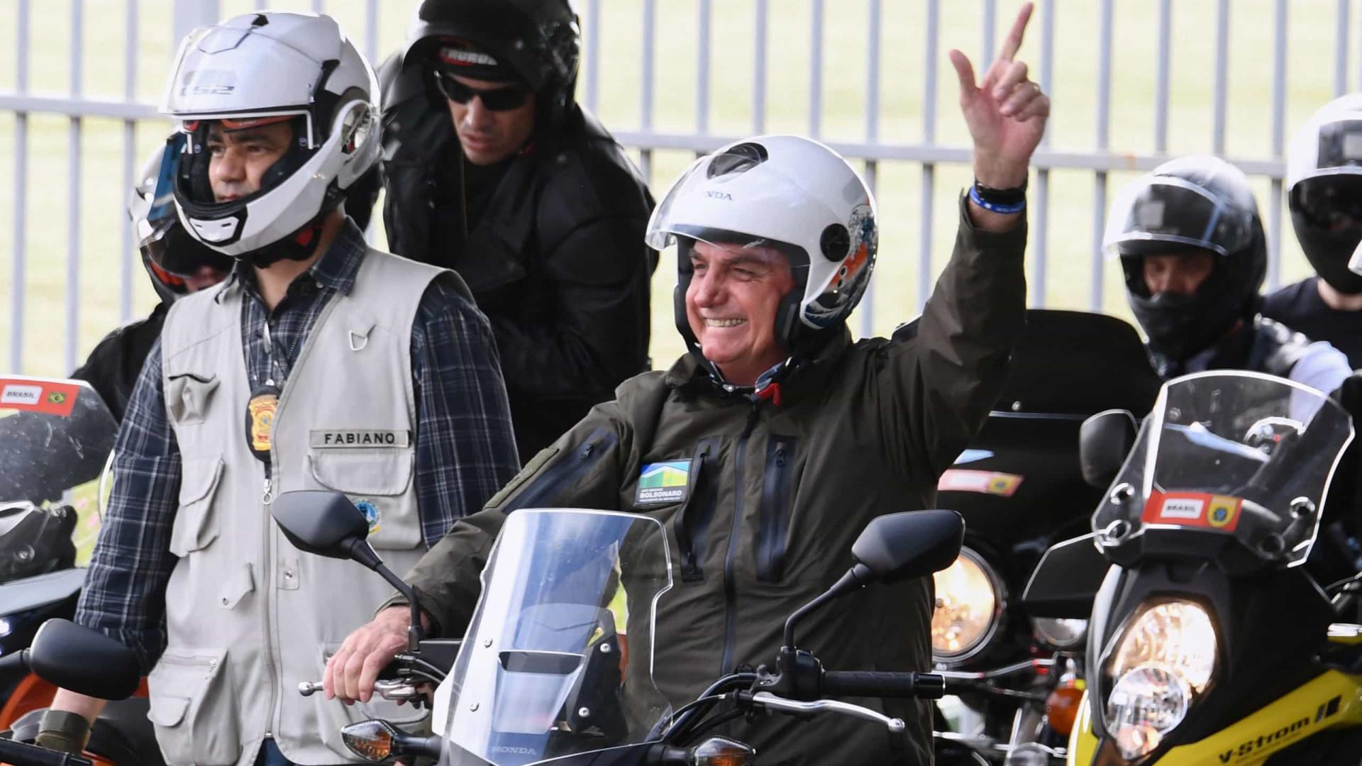 Bolsonaro reúne centenas de motards durante segunda vaga da pandemia