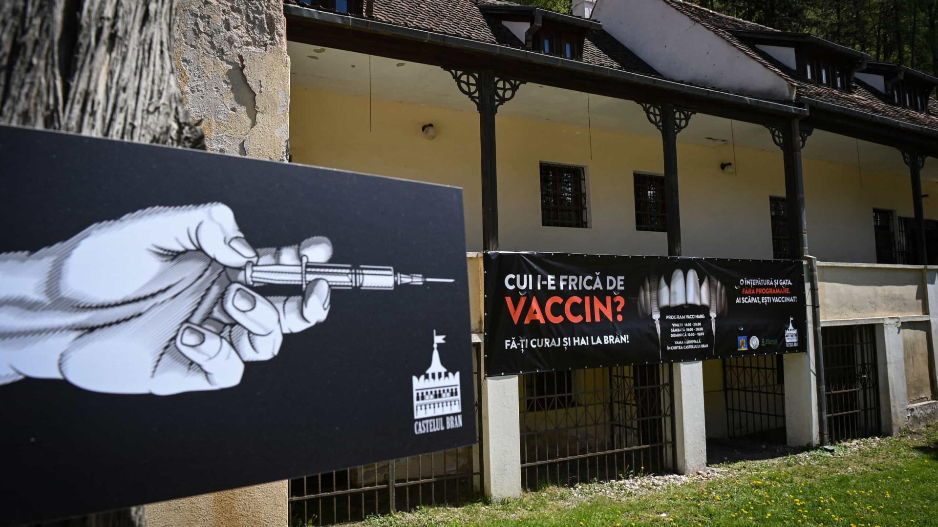 Outro tipo de picada. Castelo do Drácula oferece vacinas a visitantes