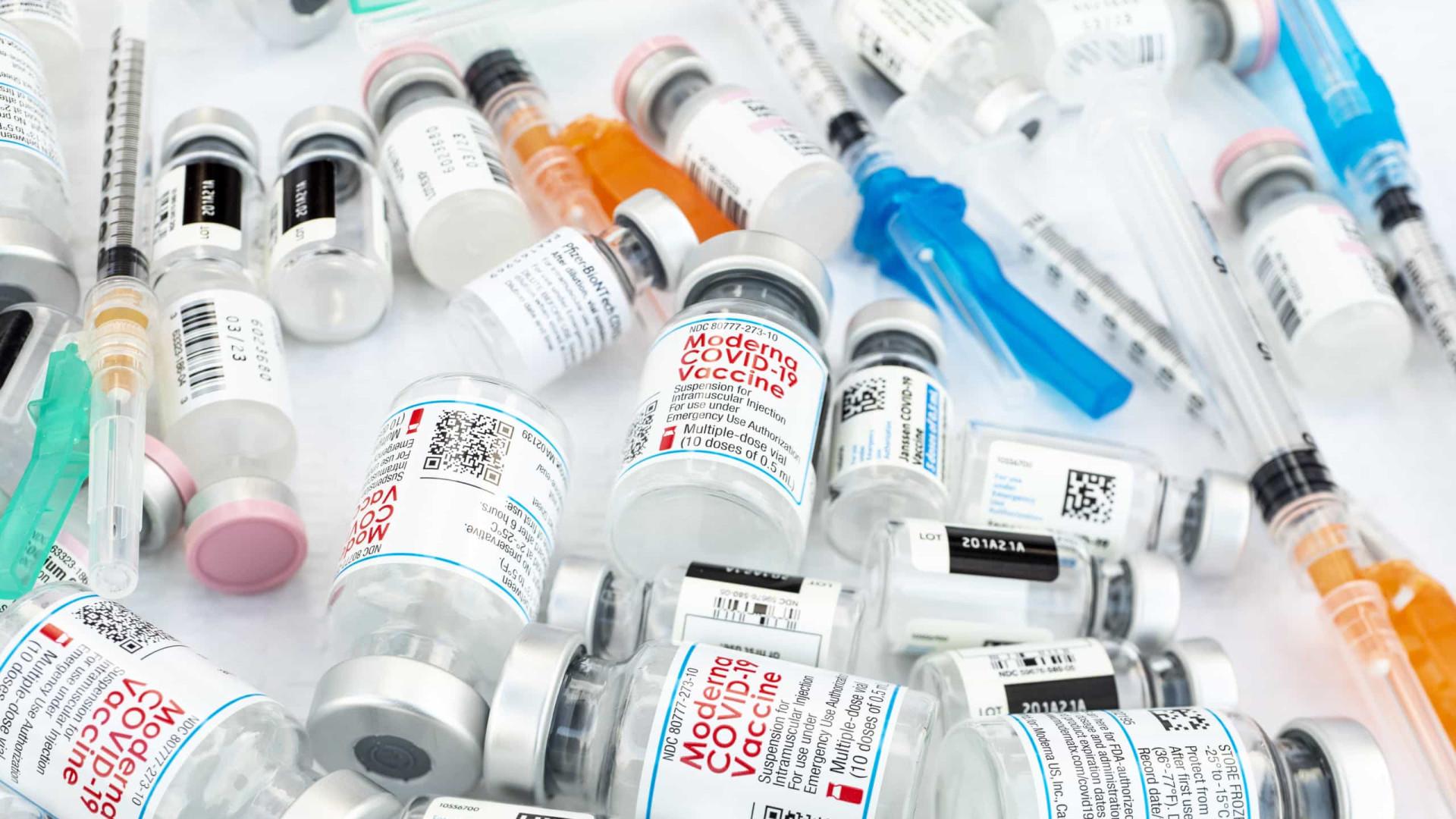 """AO MINUTO: É """"seguro"""" misturar Pfizer e AstraZeneca, diz estudo espanhol"""