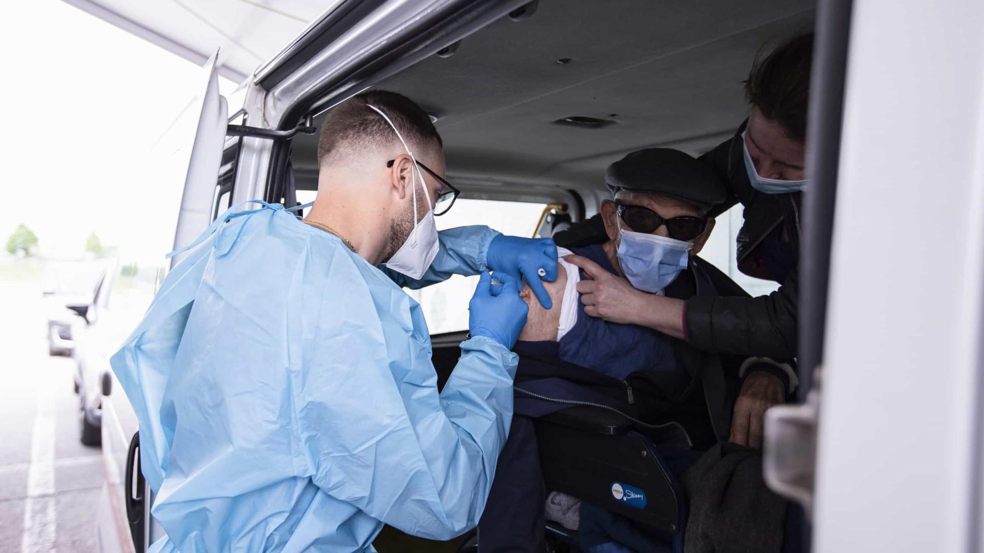 Itália reporta 881 infetados e 17 mortes no último dia