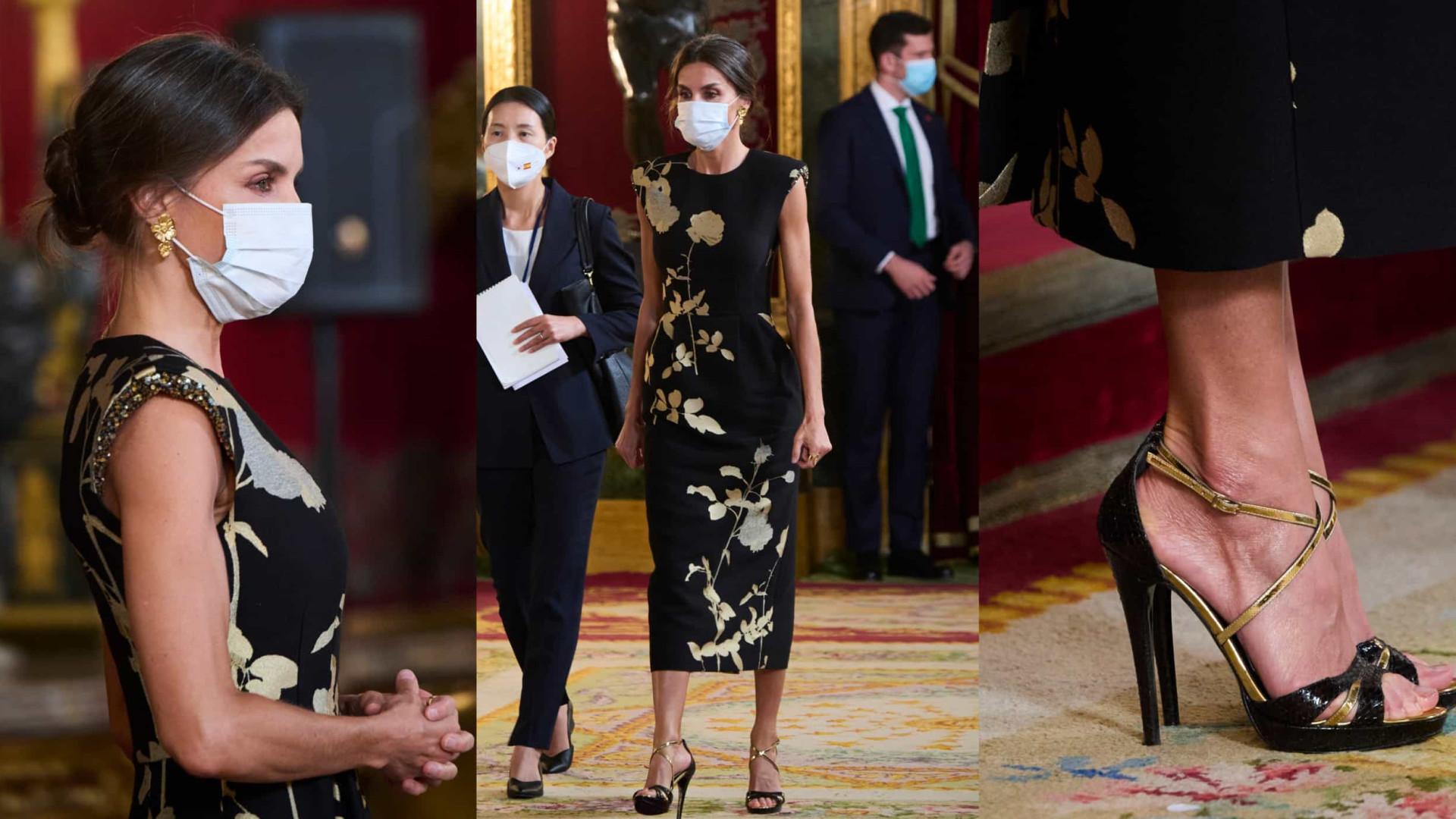 Rainha Letizia usa vestido com inspirações orientais para jantar oficial