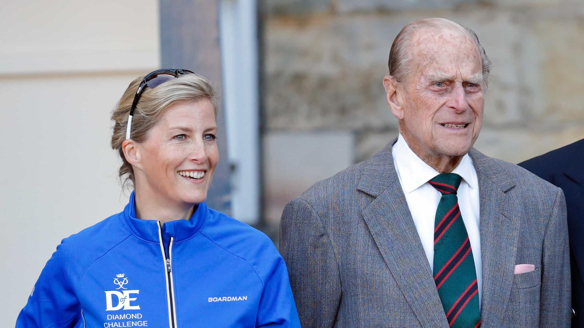 """Morte do príncipe Filipe deixou um """"vazio gigante"""" na família real"""