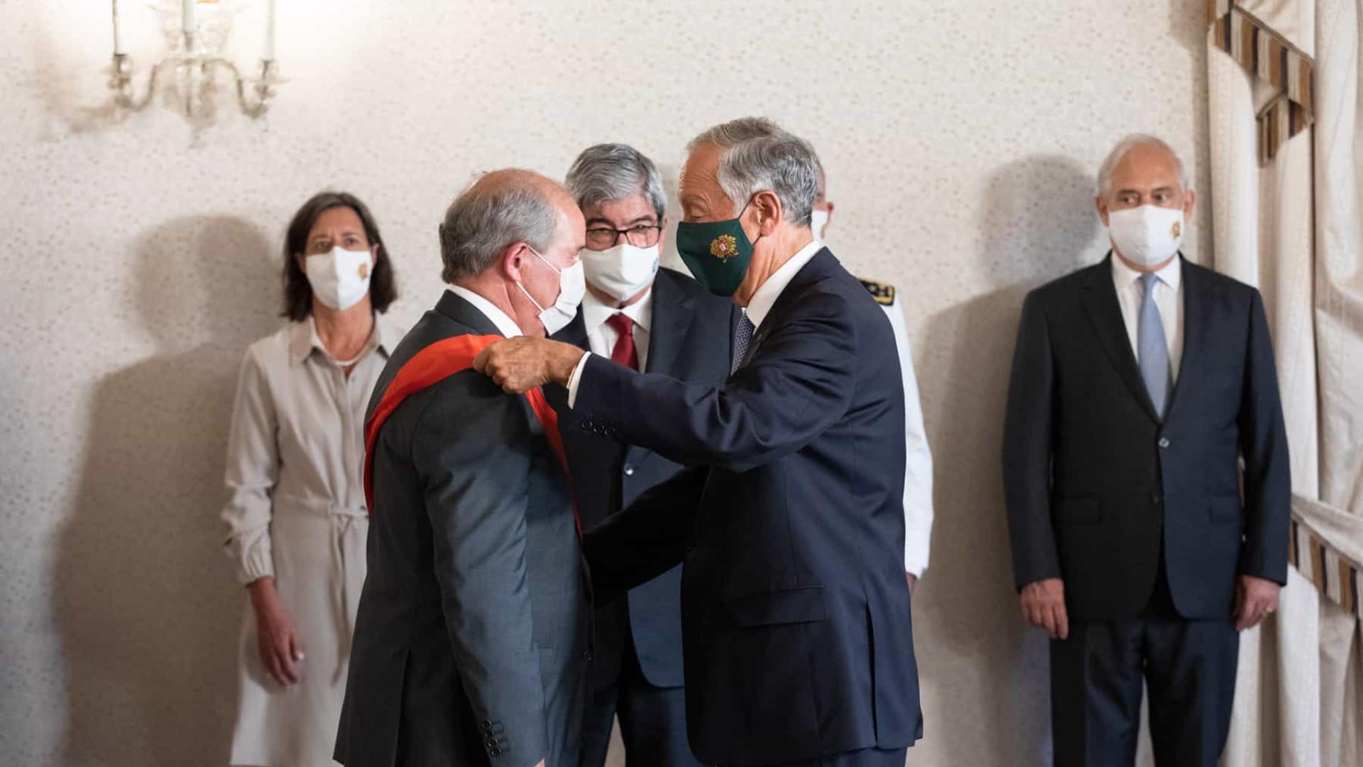 Presidente Marcelo condecora ex-presidente do Supremo Tribunal