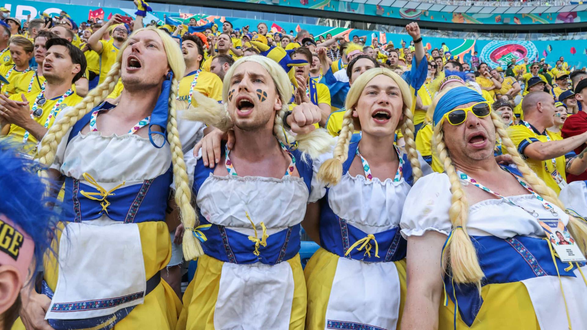 Copos e homens vestidos de mulheres. As imagens do 8.º dia do Euro