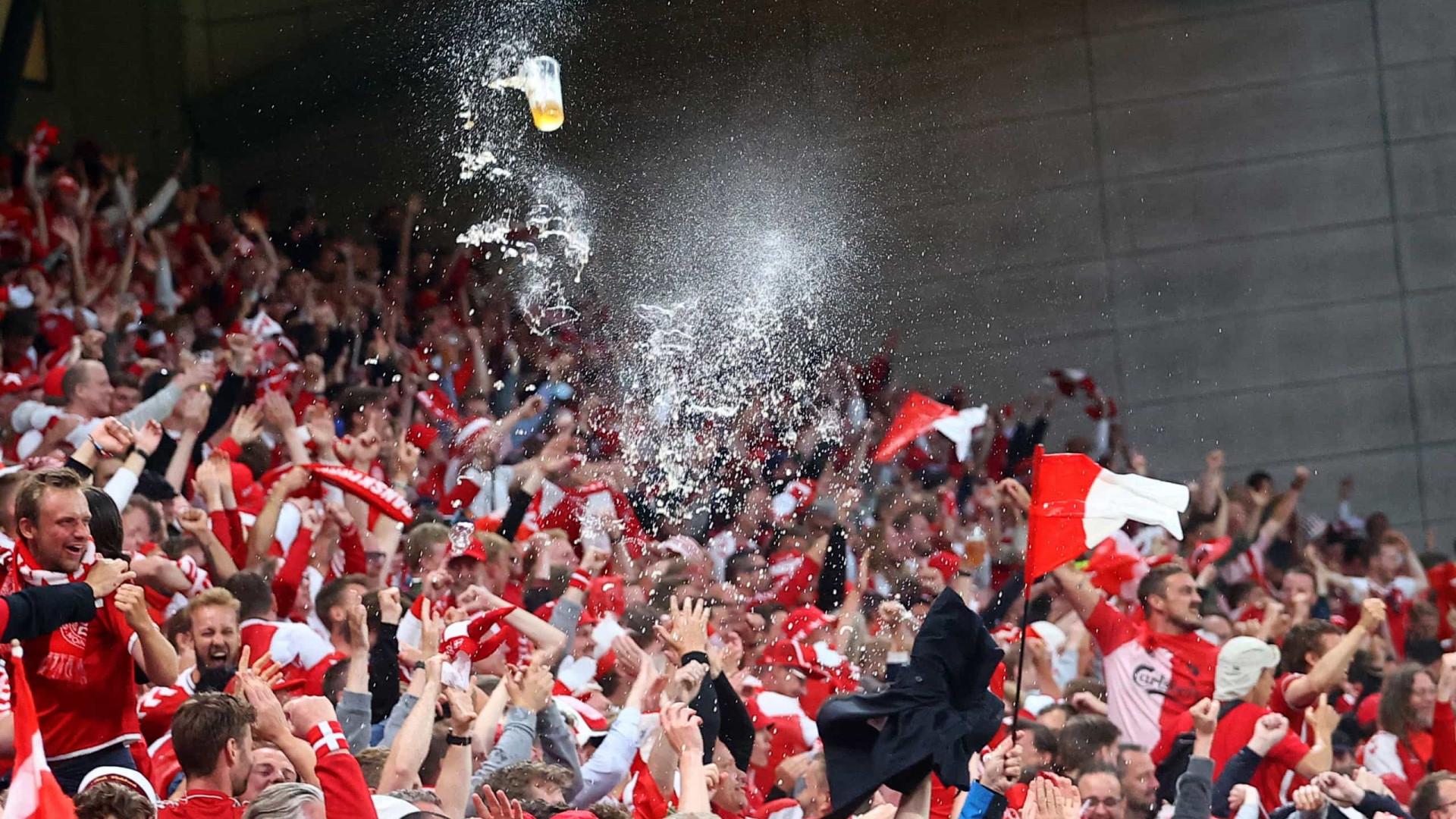 Imagens do 11.º dia do Euro: Festa regada na Dinamarca e adeus de Pandev