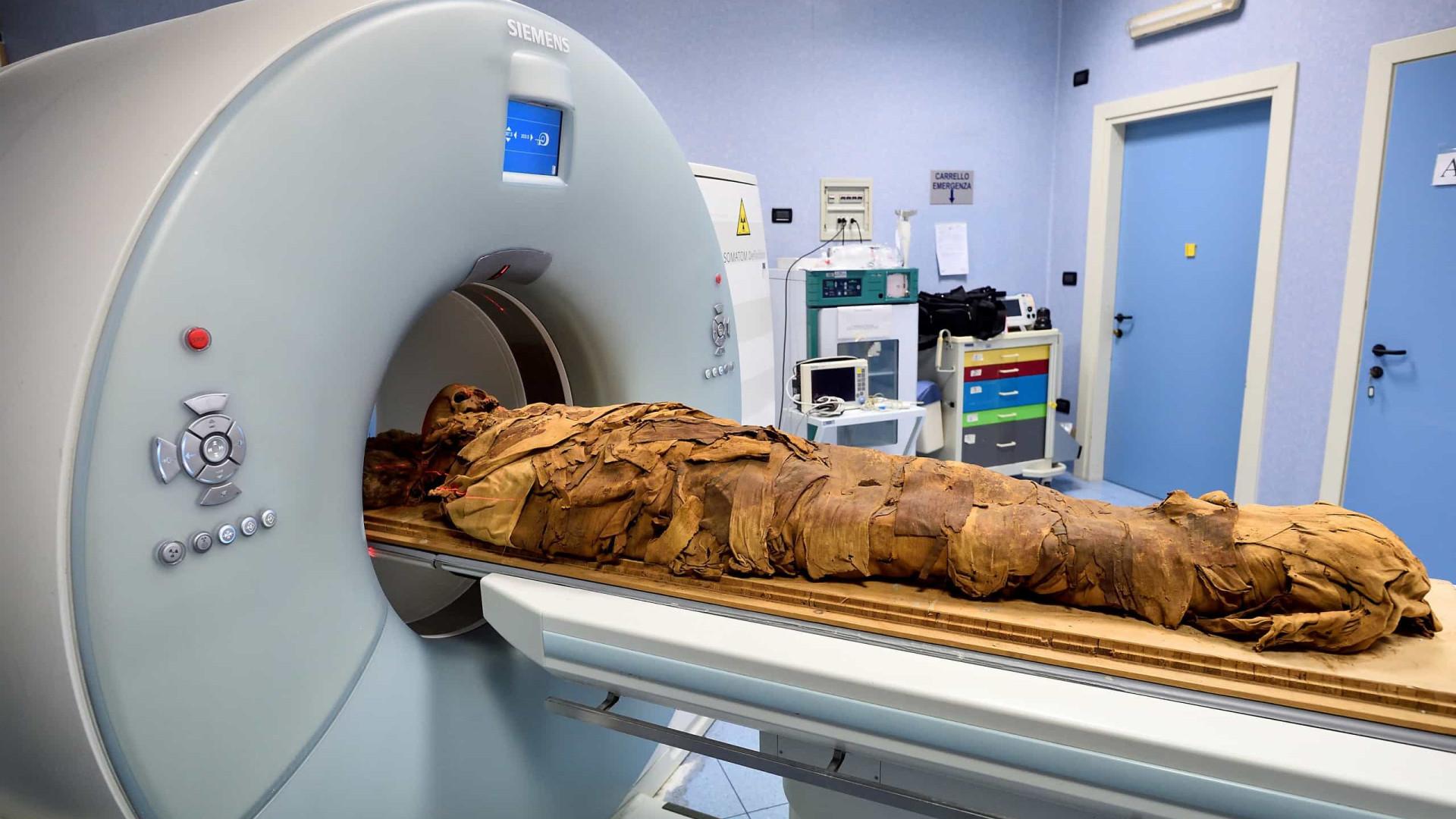 Hospital italiano recorre a TAC para revelar segredos de múmia egípcia