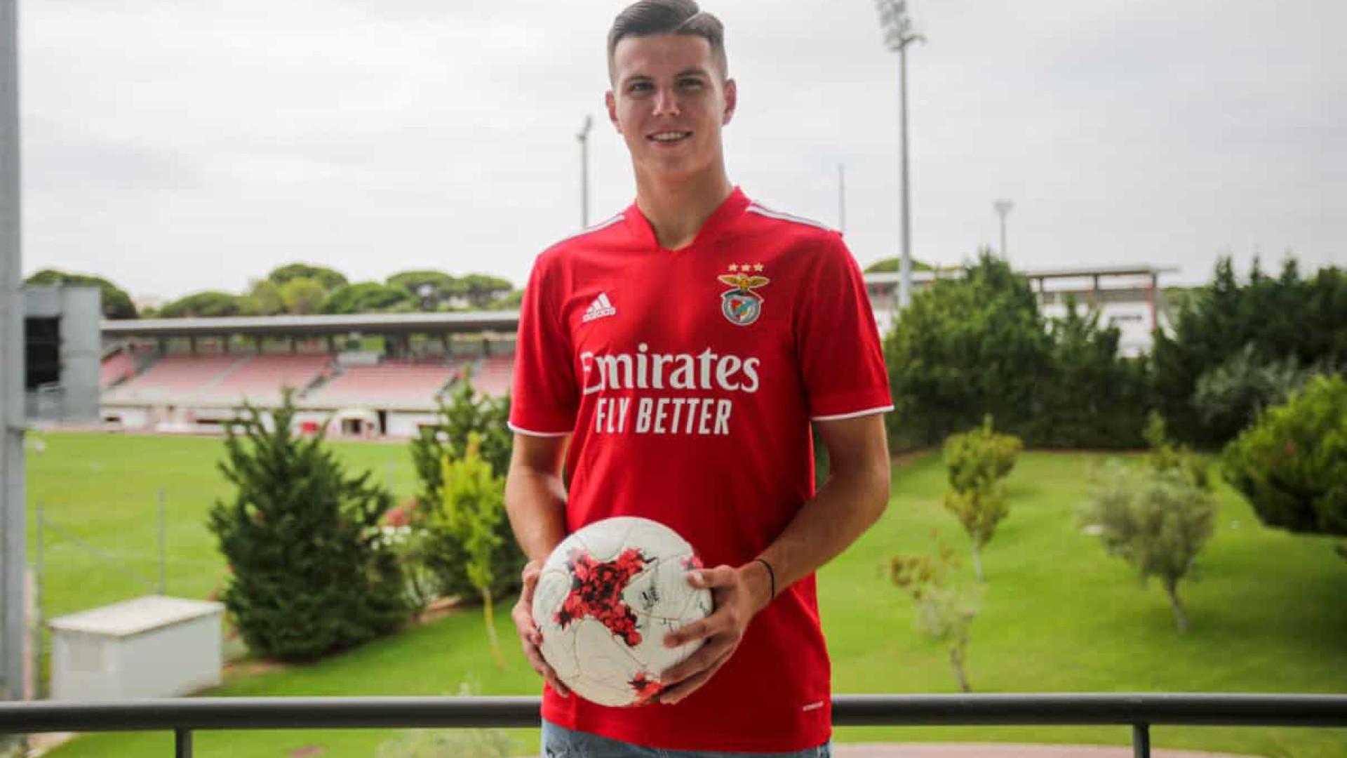 Oficial: Benfica renova contrato com jovem esloveno de 18 anos