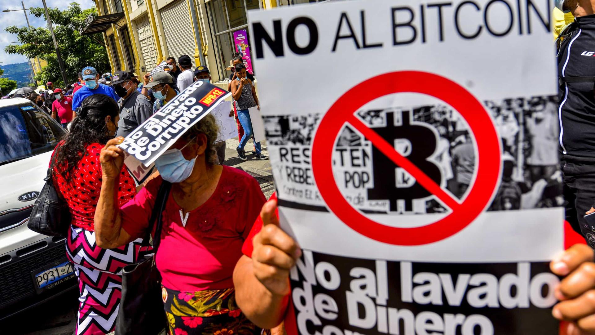 Milhares em El Salvador por separação de poderes e recusa da bitcoin