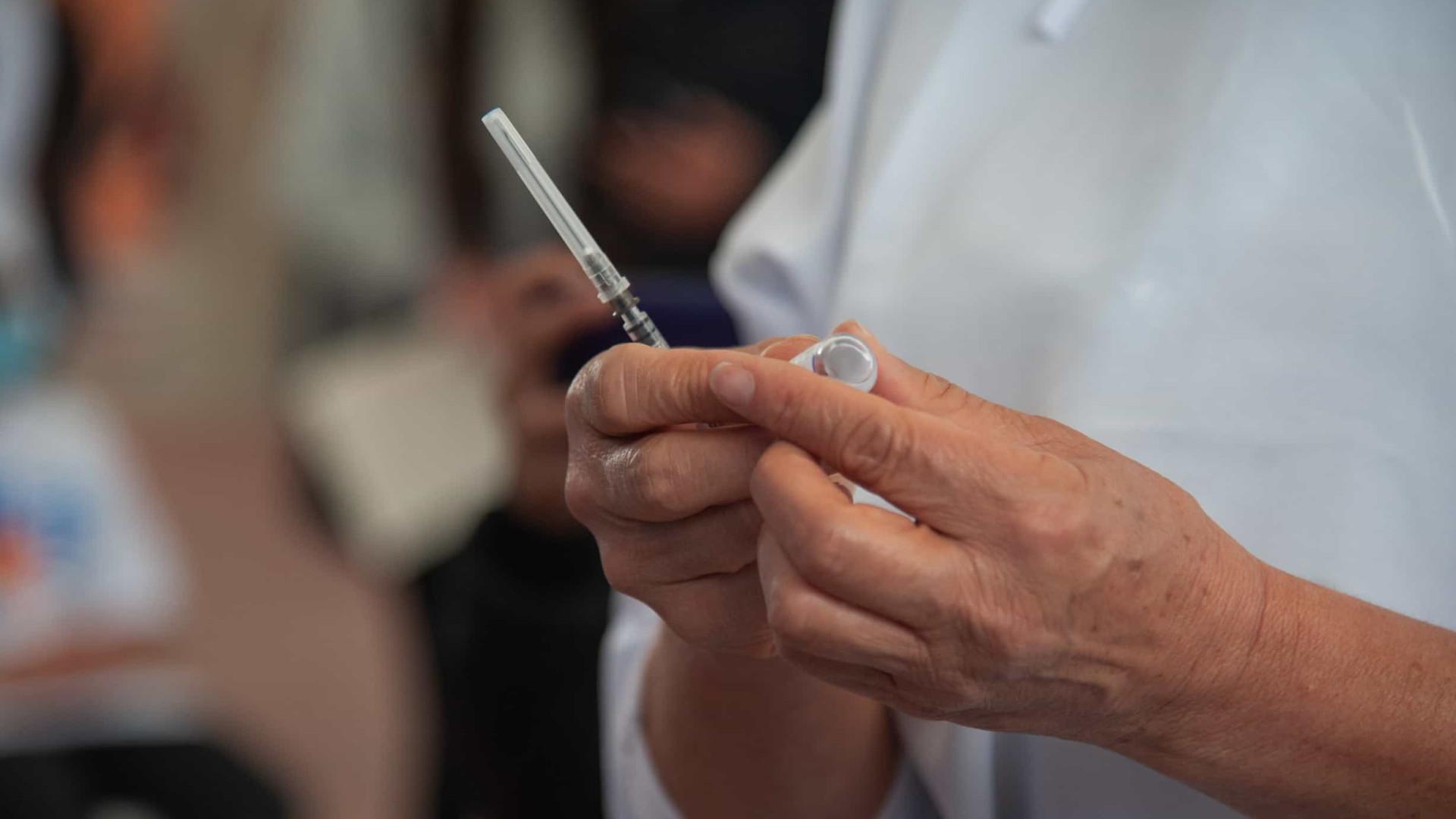 Dose de vacina Pfizer após duas Coronavac aumenta 20 vezes anticorpos