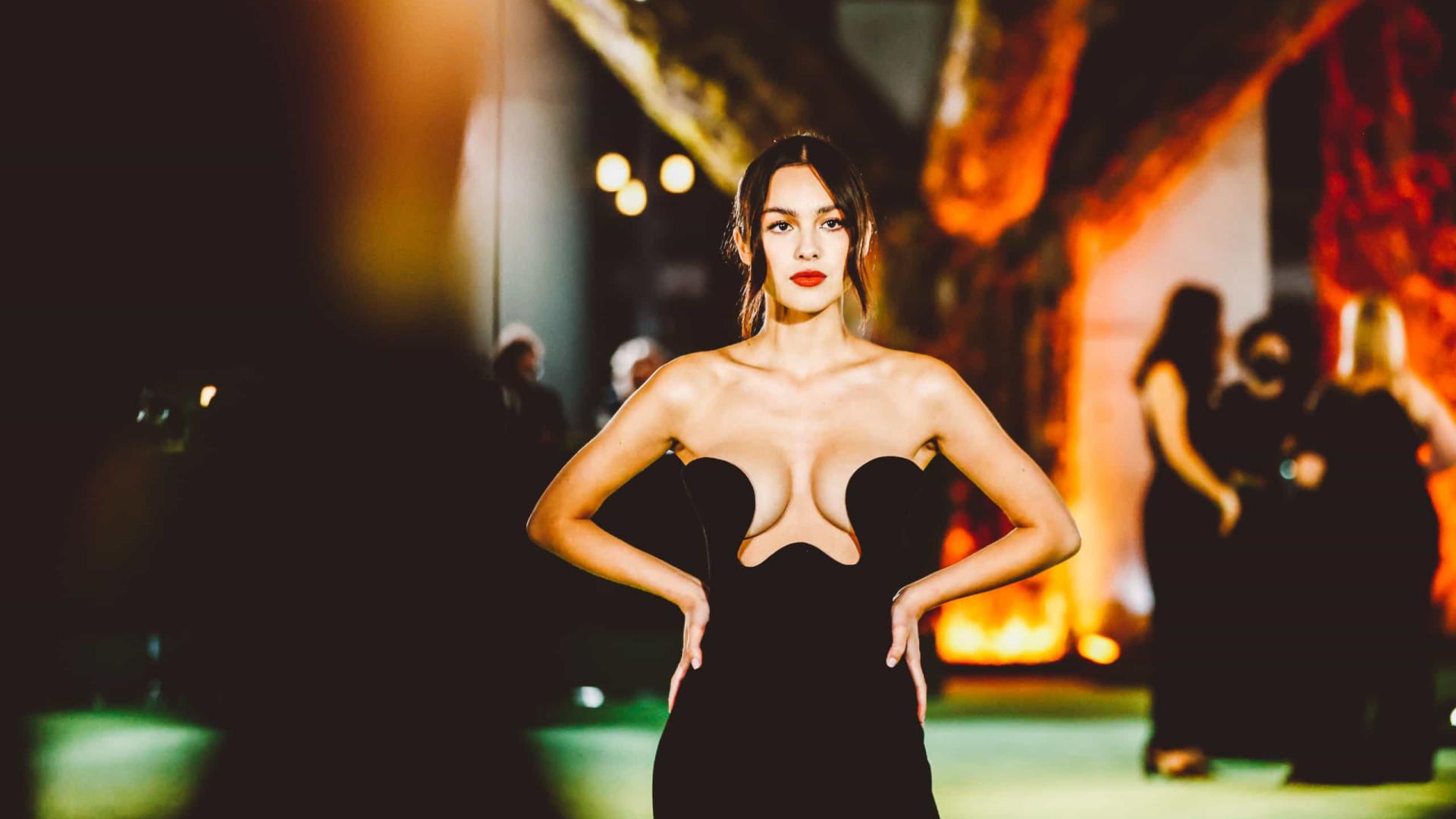 Olivia Rodrigo deixou muito pouco à imaginação com este vestido