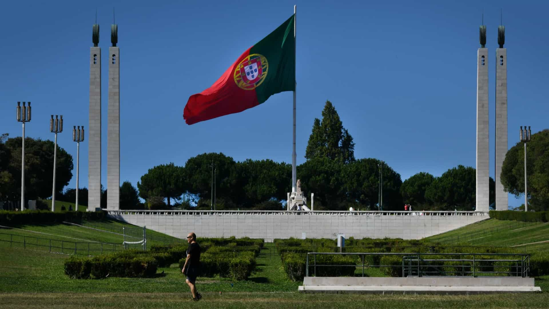 """Imigrantes lusófonos em Portugal vivem """"conflitos diários"""" de consumo"""