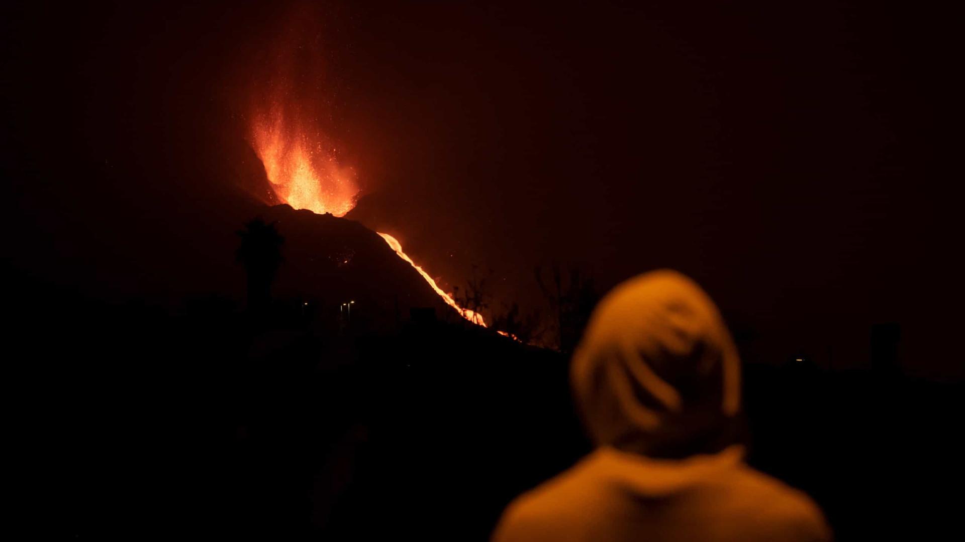 Erupção em La Palma regista fortes explosões e voos são cancelados
