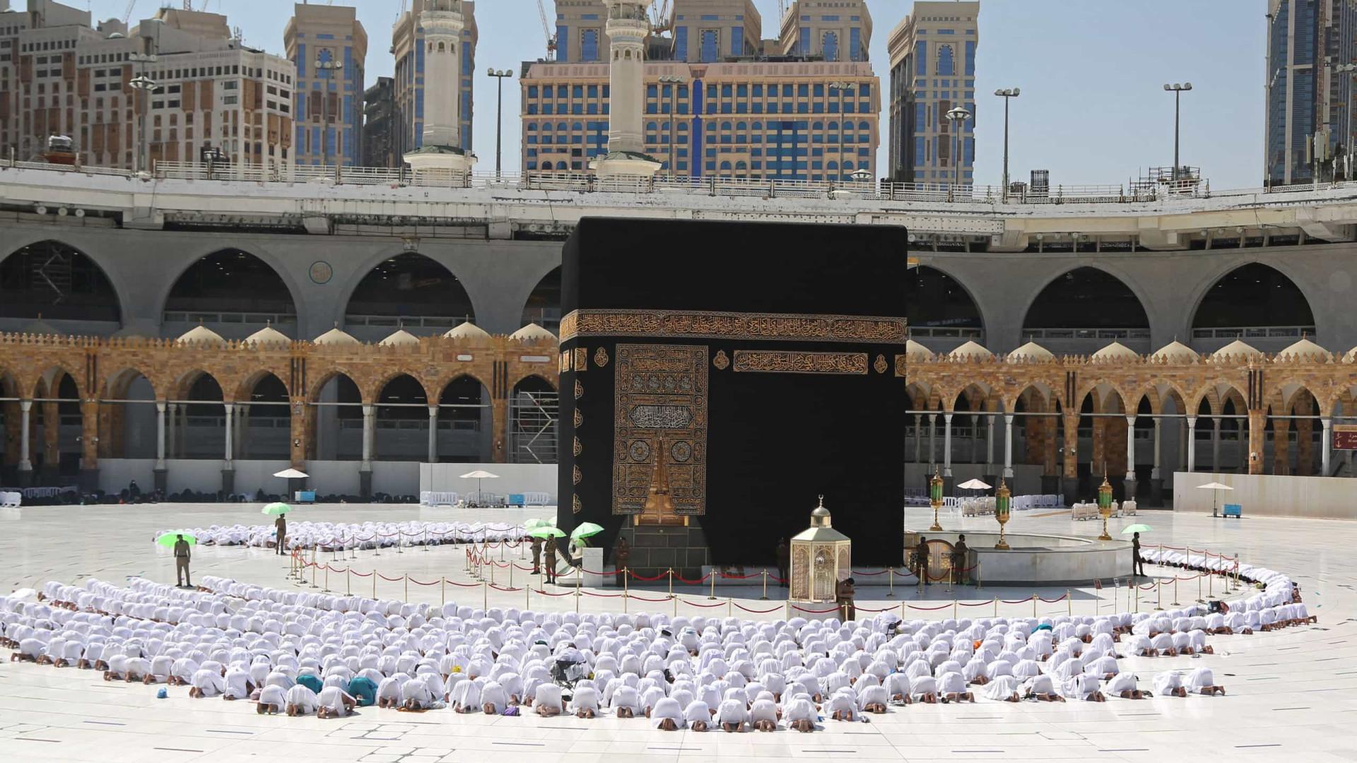Mesquita de Meca já pode preencher 100% da lotação
