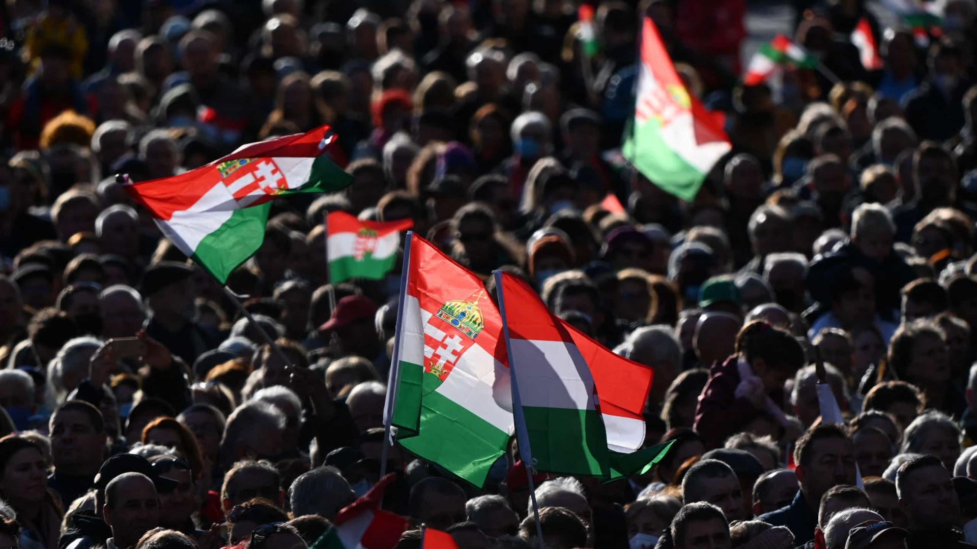 Milhares nas ruas de Budapeste para apoiar Viktor Orbán