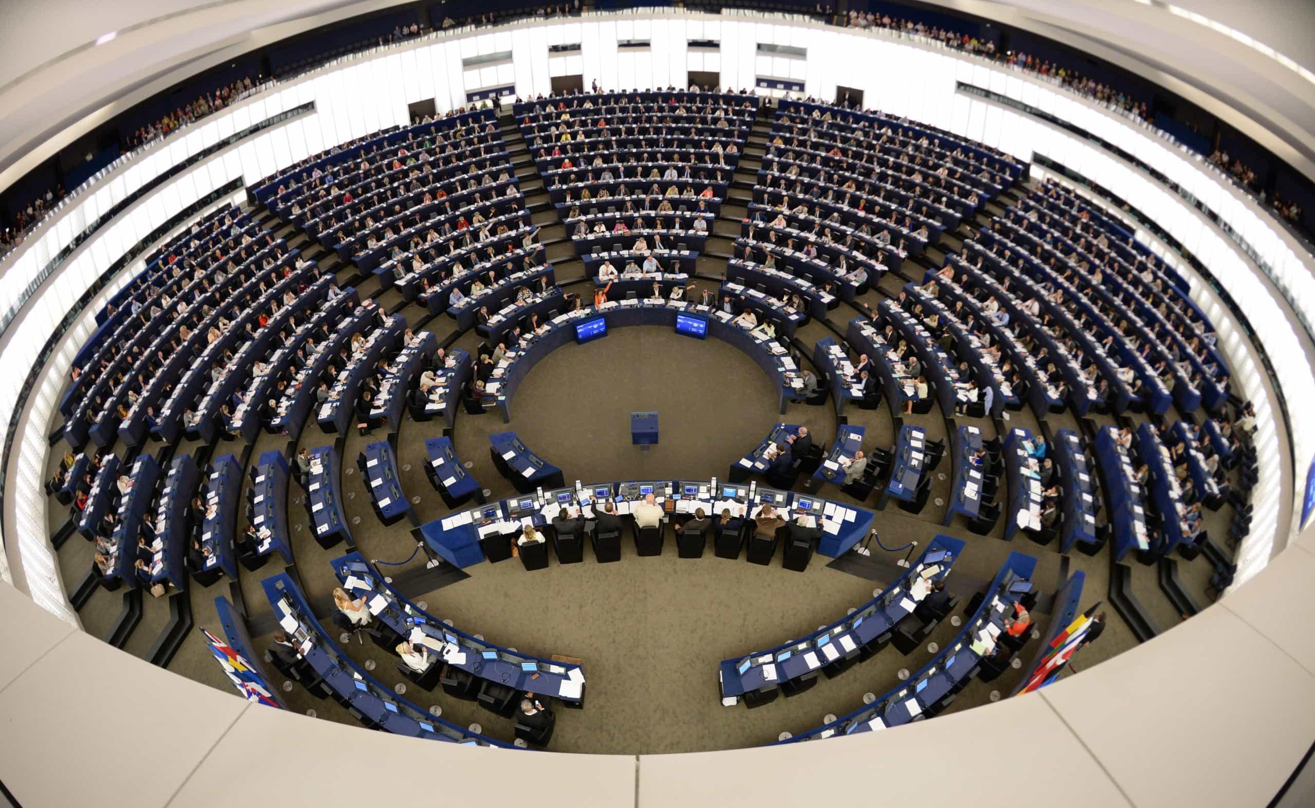 Aprovadas sanções financeiras para uso indevido de dados em campanhas