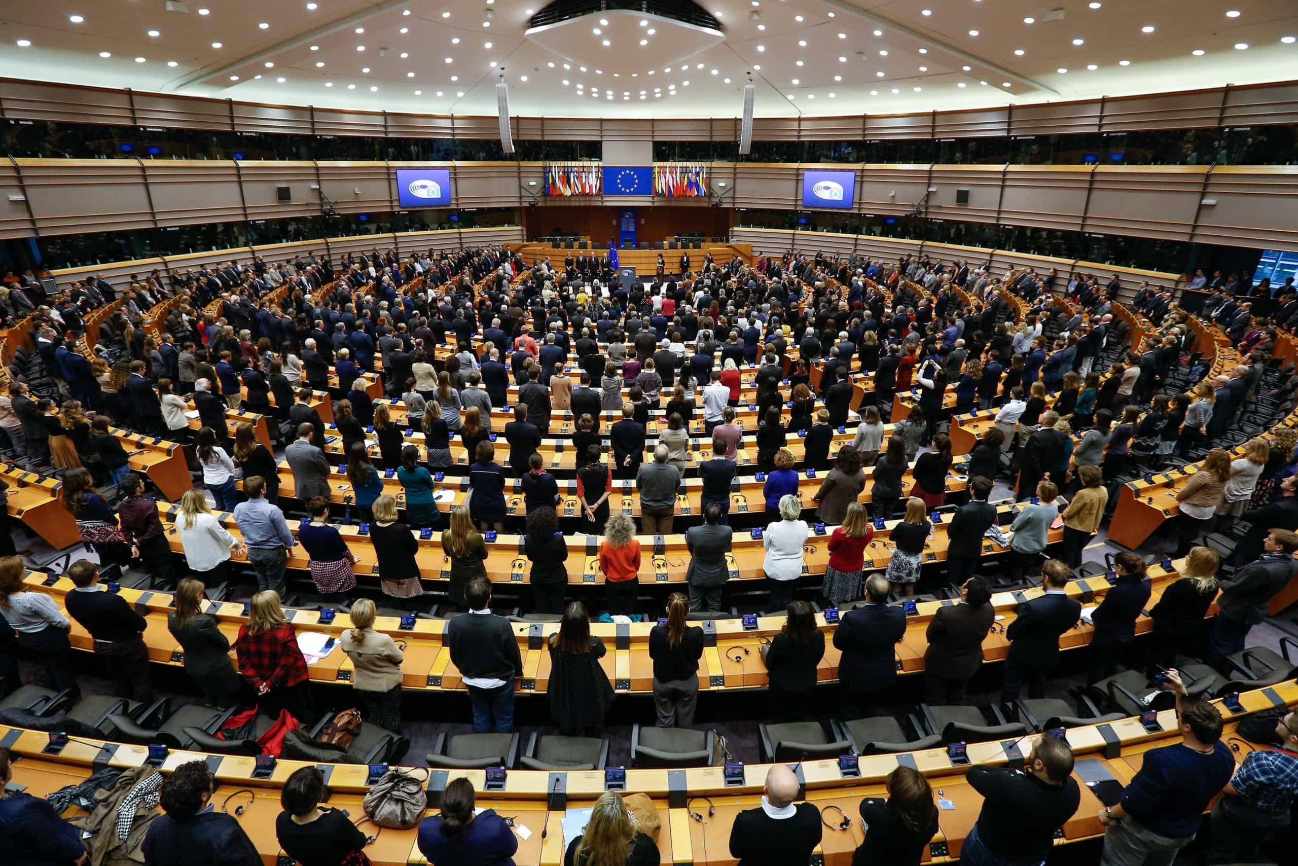 """Eurodeputados querem """"aplicação imediata"""" de mecanismo de saída"""
