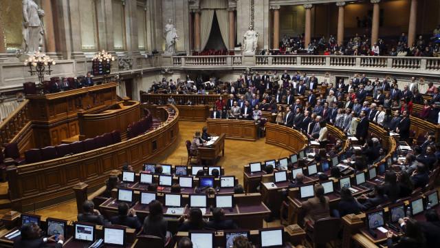 Programa de regularização dos precários em debate hoje no Parlamento
