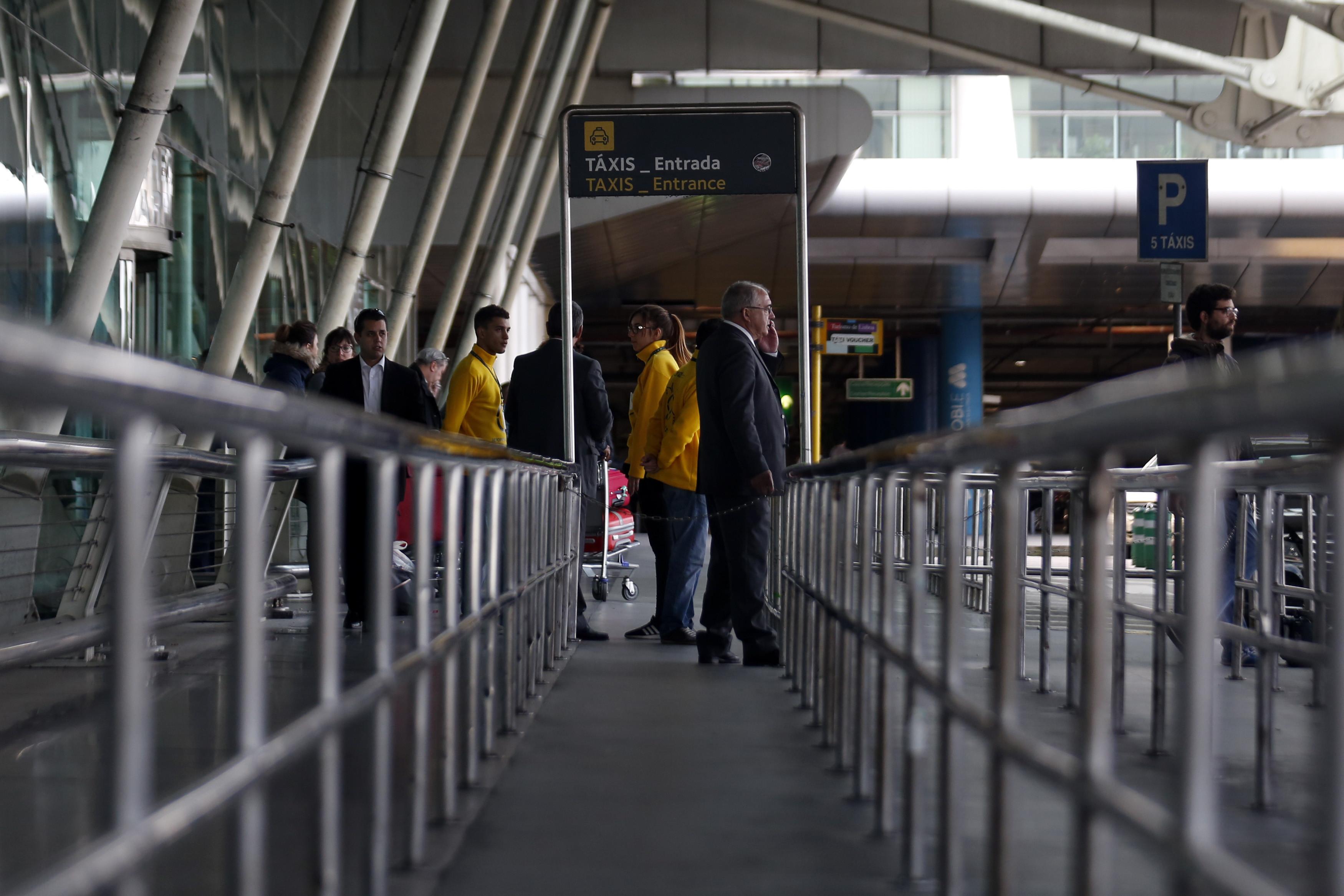 CDS de Lisboa propõe tarifa pré-definida para táxis do aeroporto