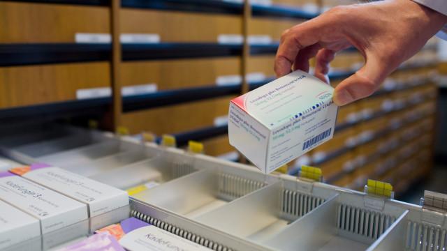 Hipermercados vendem fármacos 21 euros mais baratos do que nas farmácias