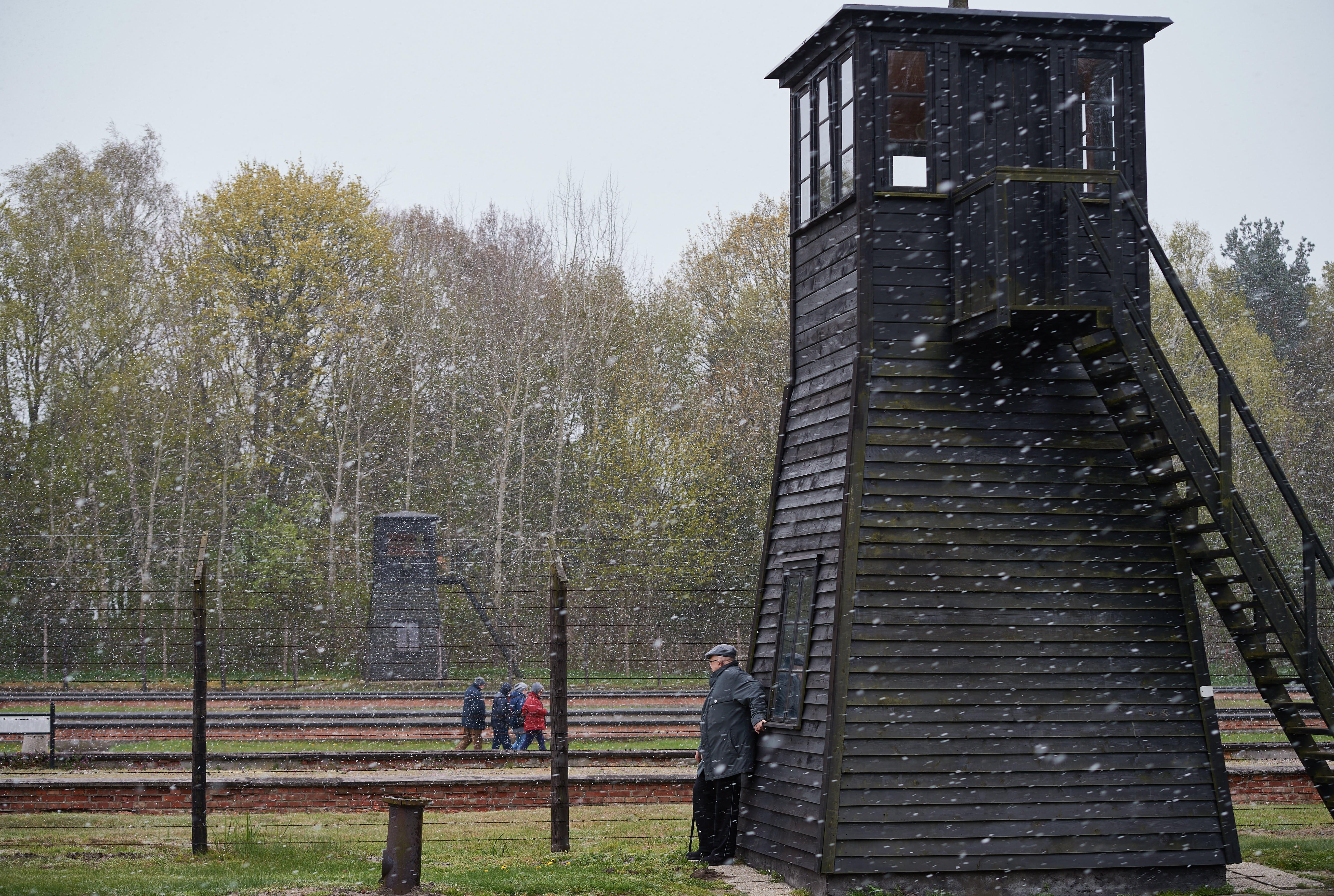 Antigo guarda de campo de concentração nazi começa a ser julgado