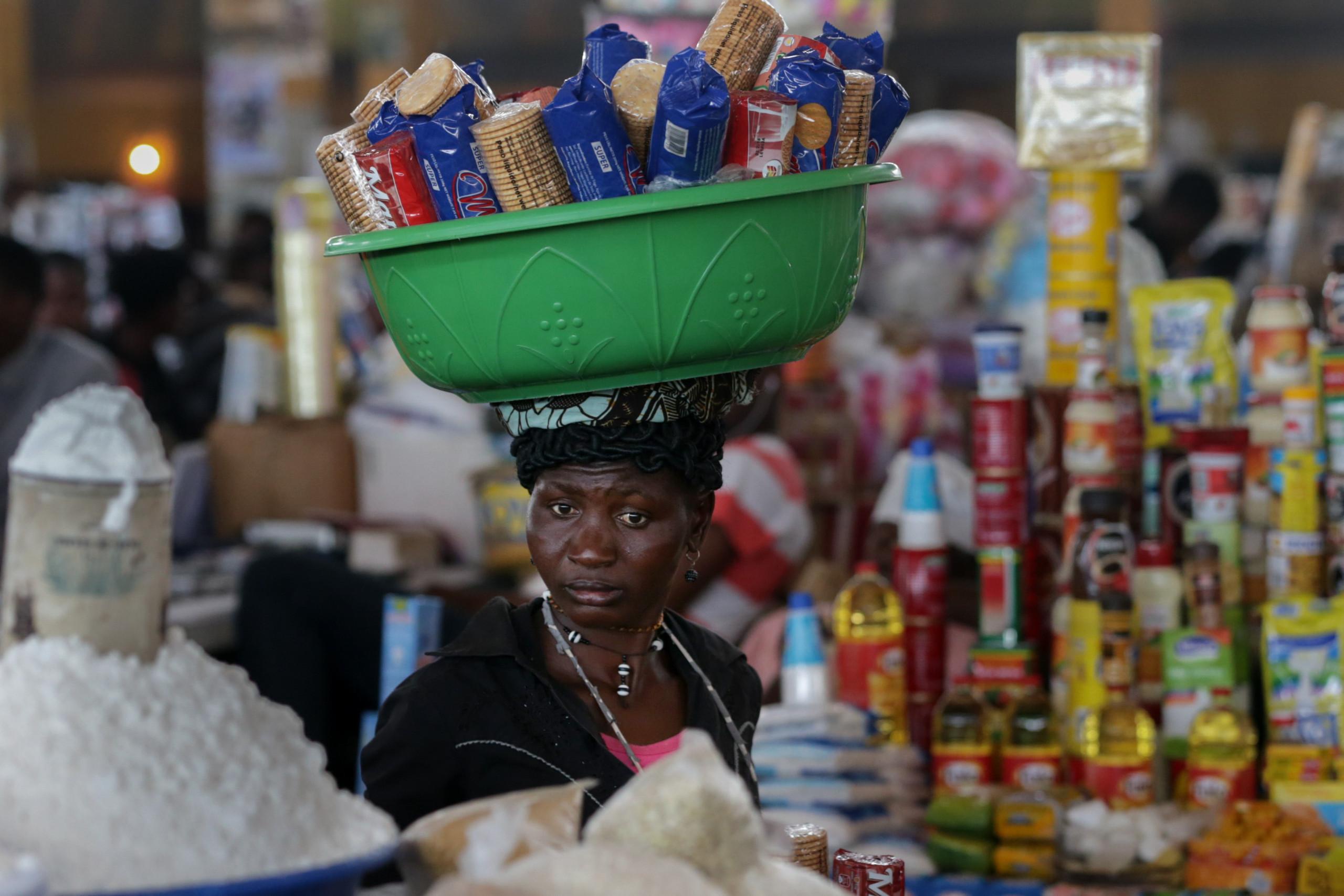 Produtos com validade expirada em Angola saem para as ruas
