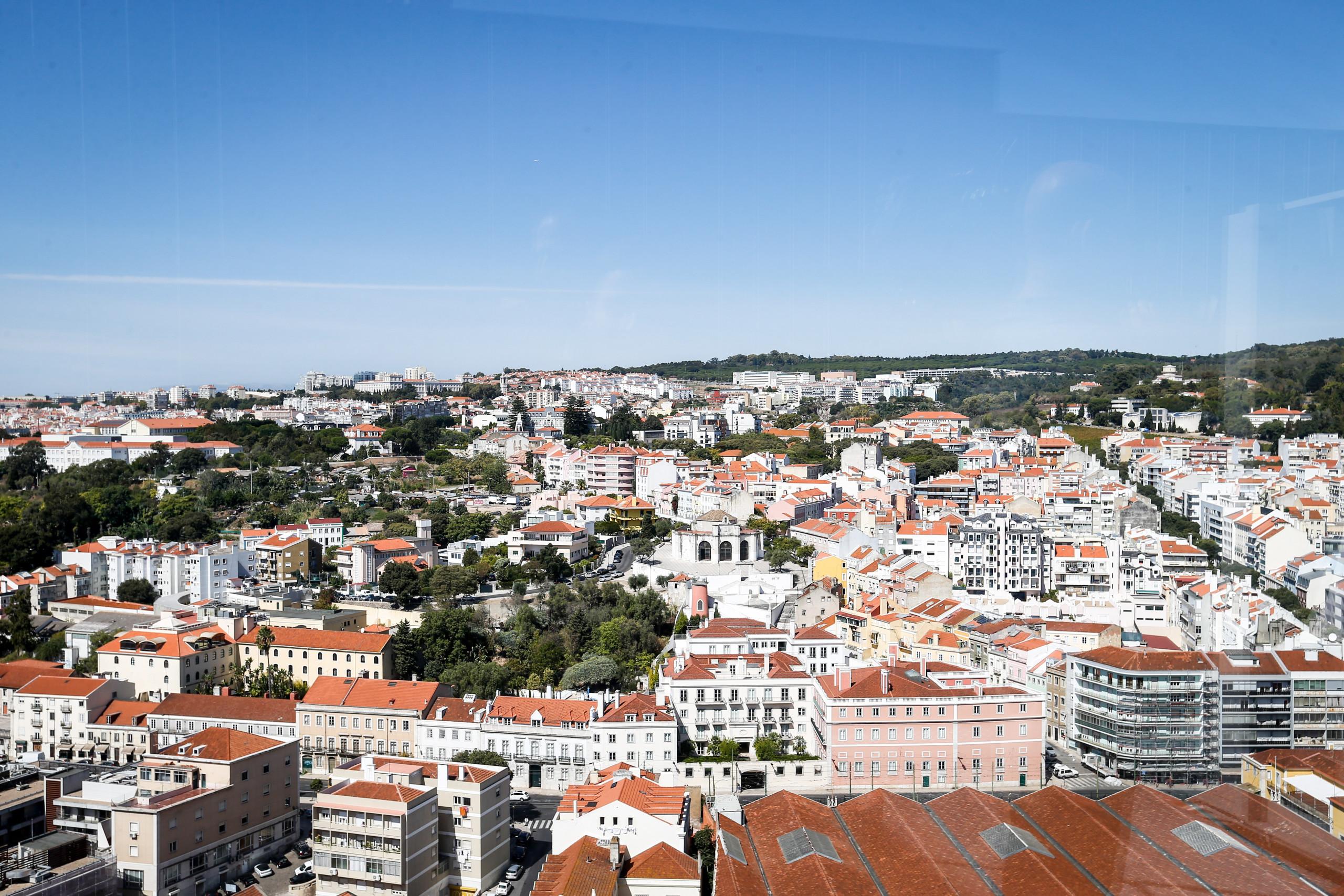 Autor inglês expõe Lisboa como 'Rainha do Mar'. Encanto deve-se à mistura