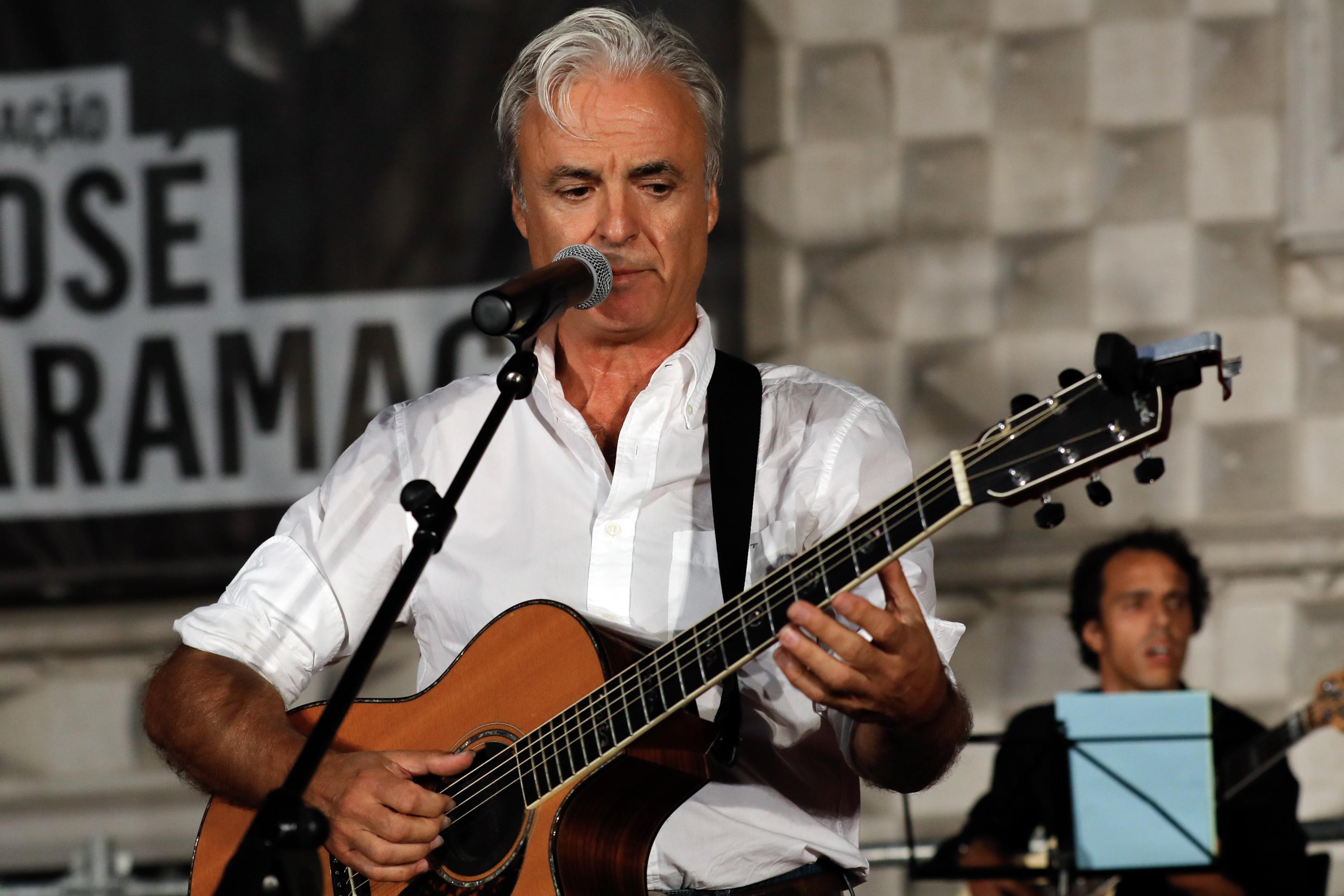"""João Gil quer fazer """"maior concerto do mundo"""" para ajudar Moçambique"""