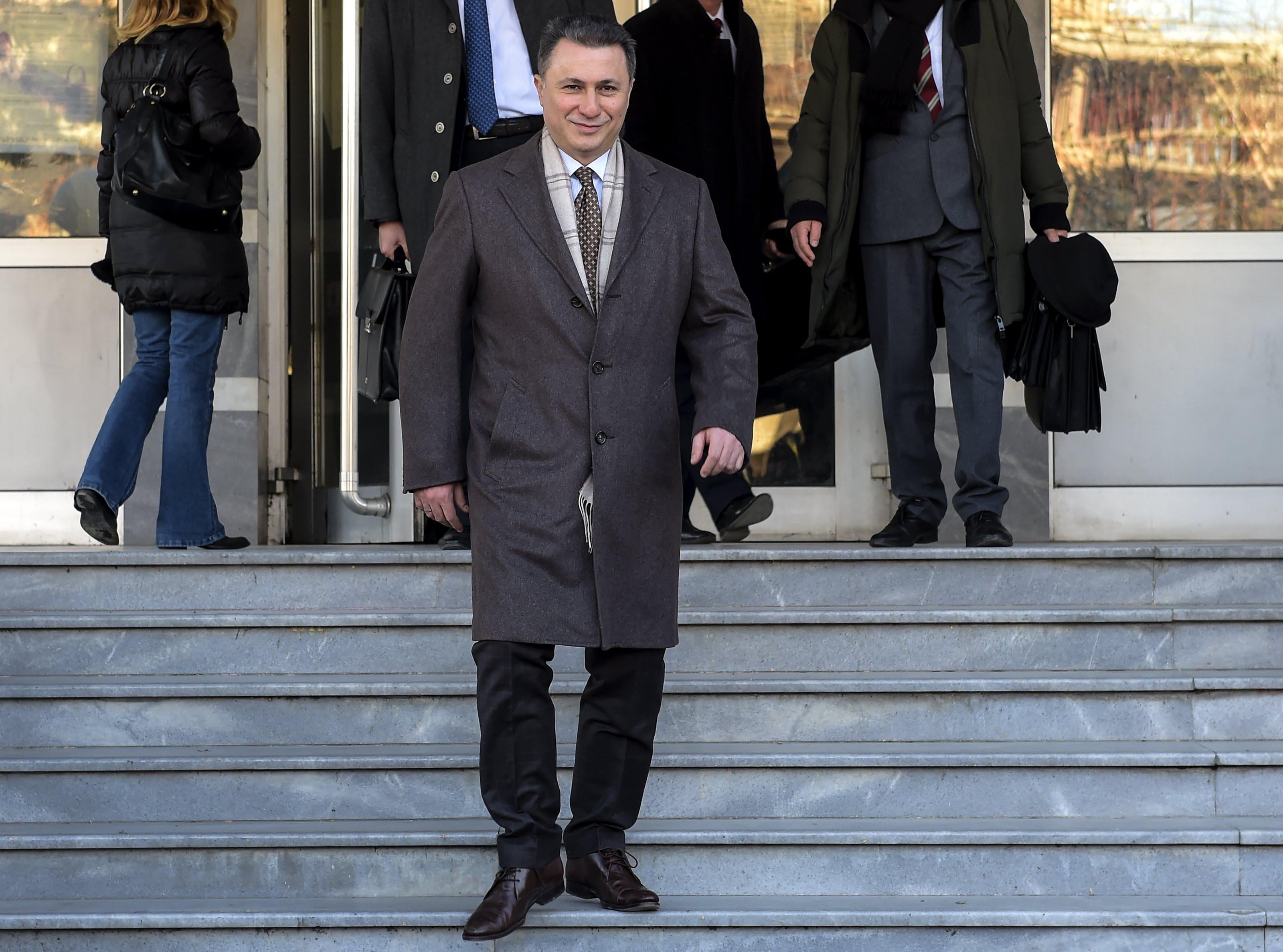 """Em fuga, ex-primeiro-ministro macedónio atravessou fronteira """"a pé"""""""