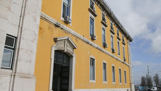 """Subsídio de Natal e Novo Banco podem """"degradar"""" contas do Estado"""