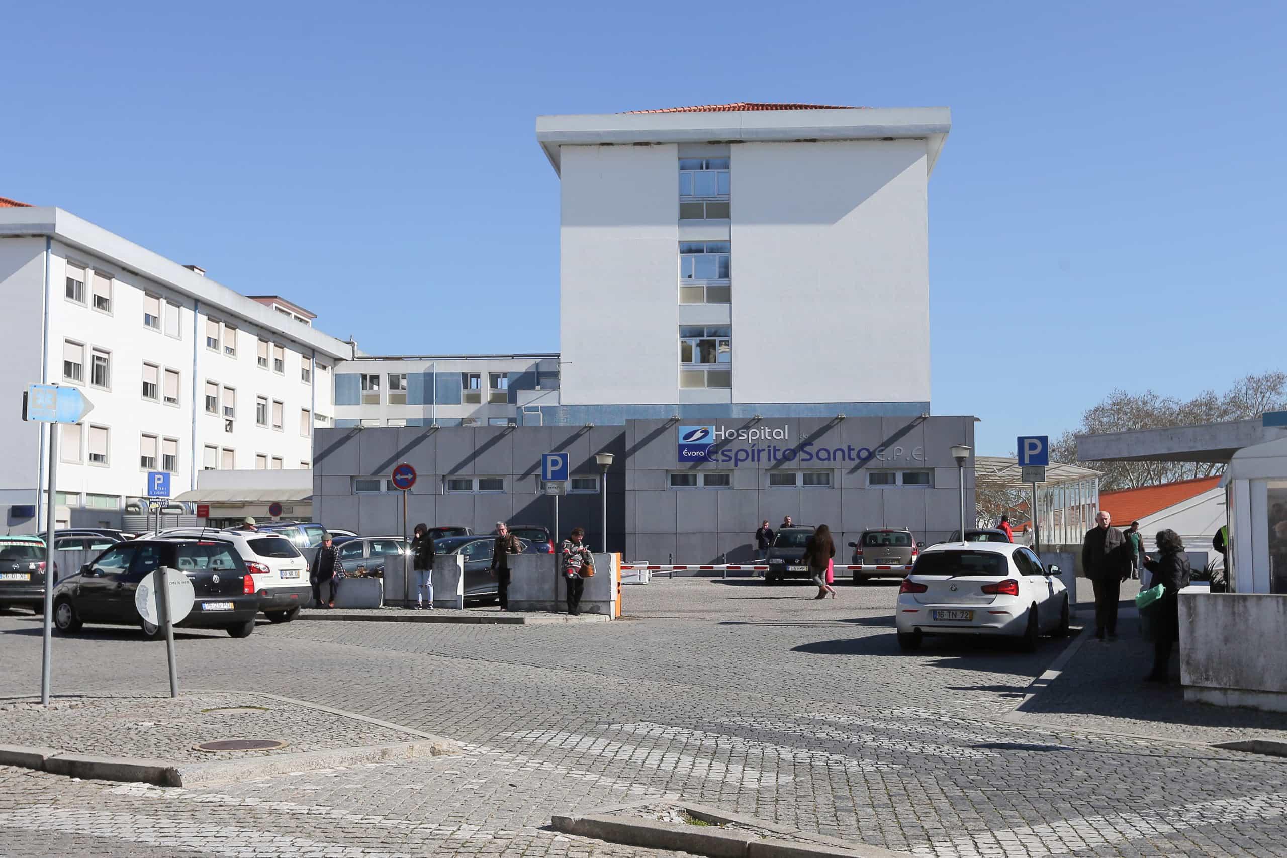 Hospital de Évora descontamina e prevê reabrir cuidados intensivos amanhã