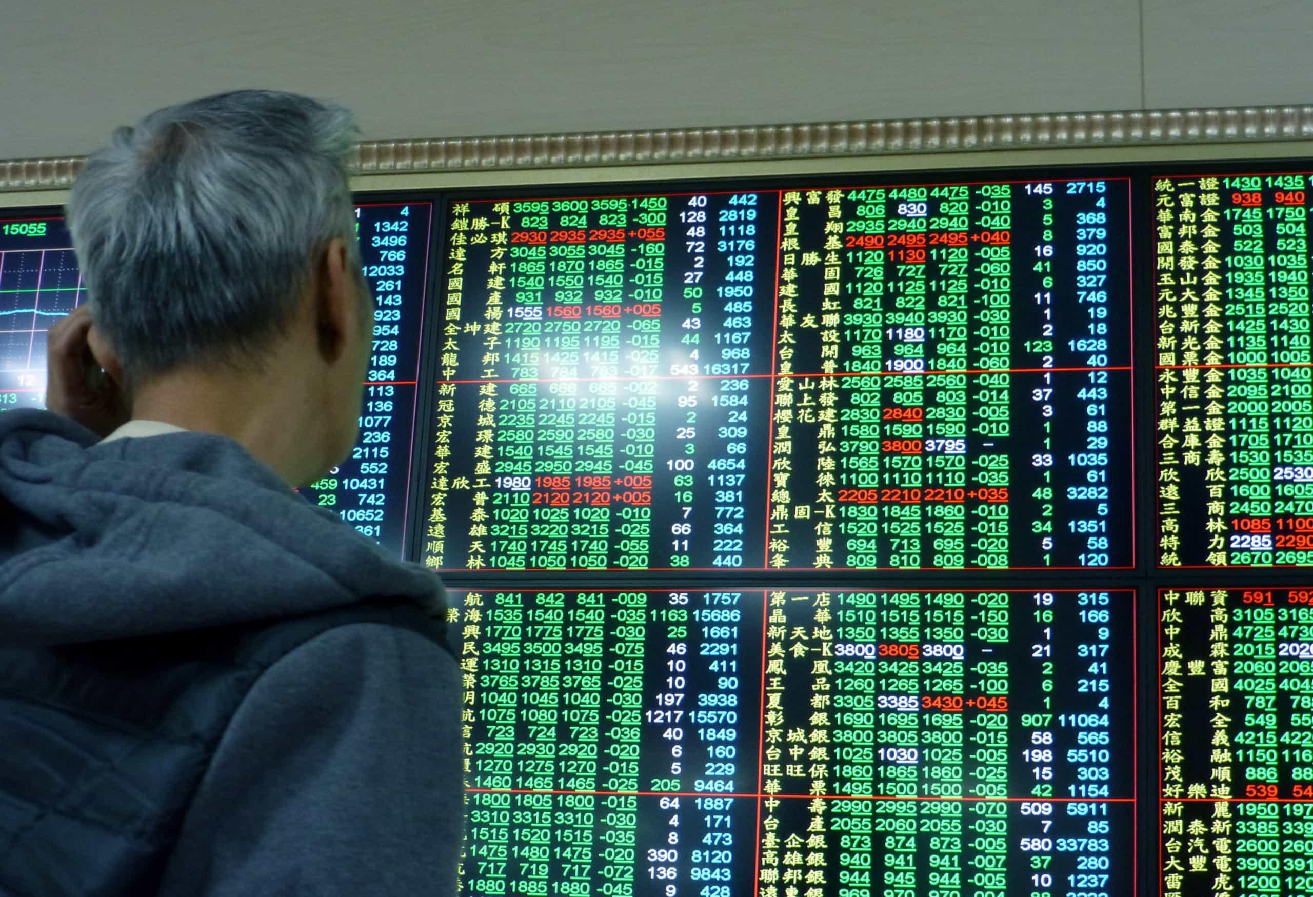 Bolsa de Xangai fecha a subir