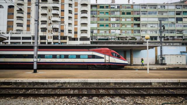 """Hoje há greve e com """"fortes perturbações na circulação"""" dos comboios"""