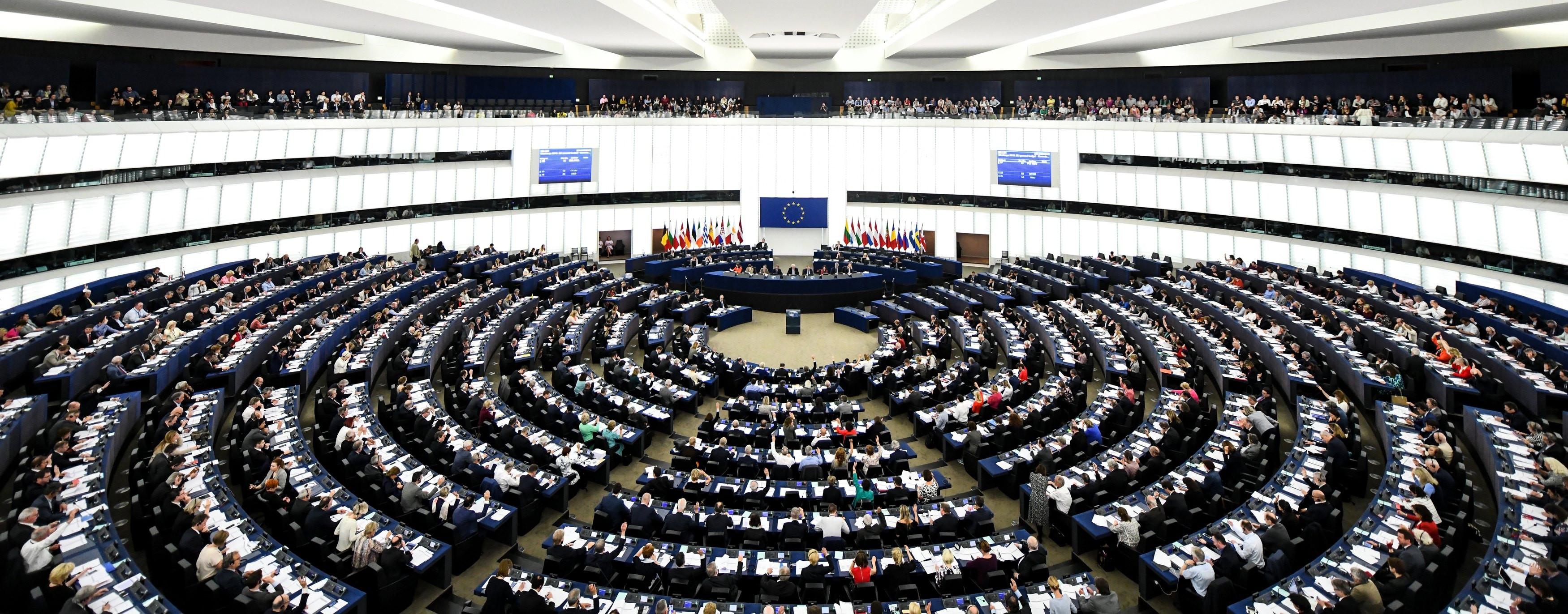 PE propõe abolição dos 'vistos gold' devido aos riscos que apresentam