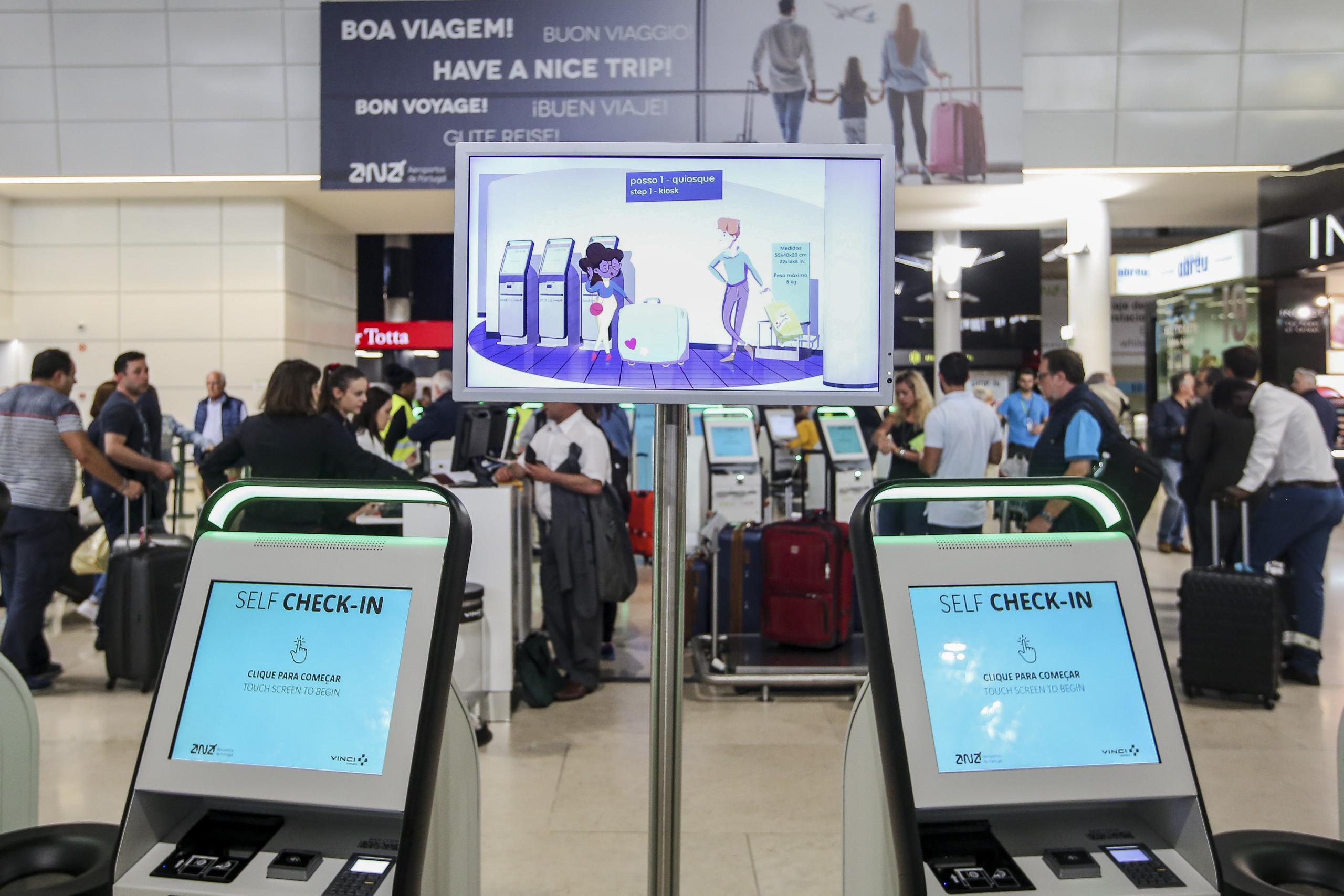 Encerramento do espaço aéreo atrasou 11 voos em Lisboa e fez divergir 5