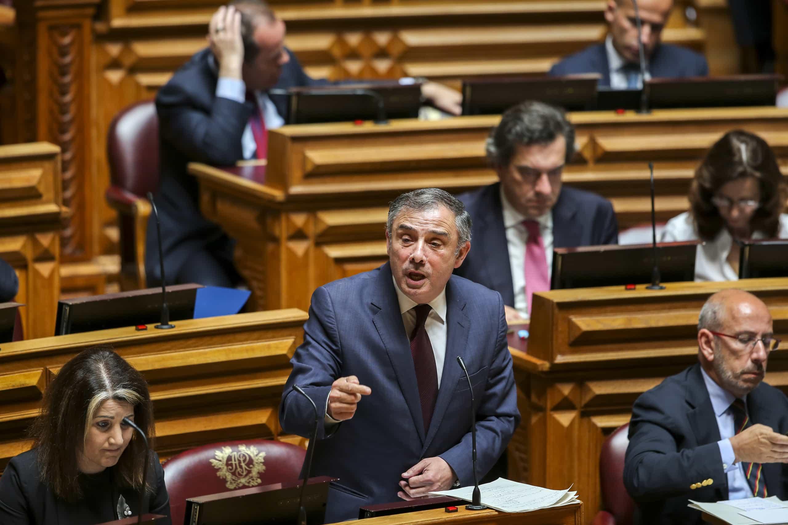 Presidente do PSD mantém confiança política no seu secretário-geral