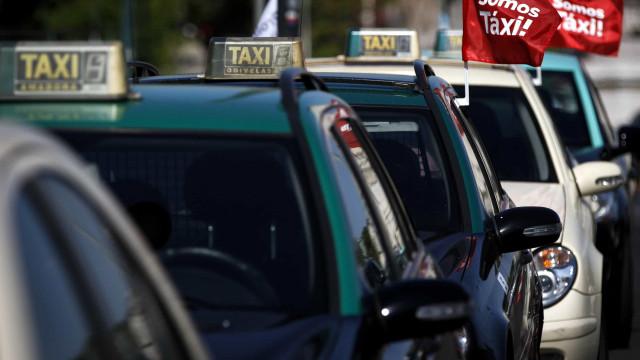 Governo vai apoiar com 100 mil euros nova aplicação de táxis