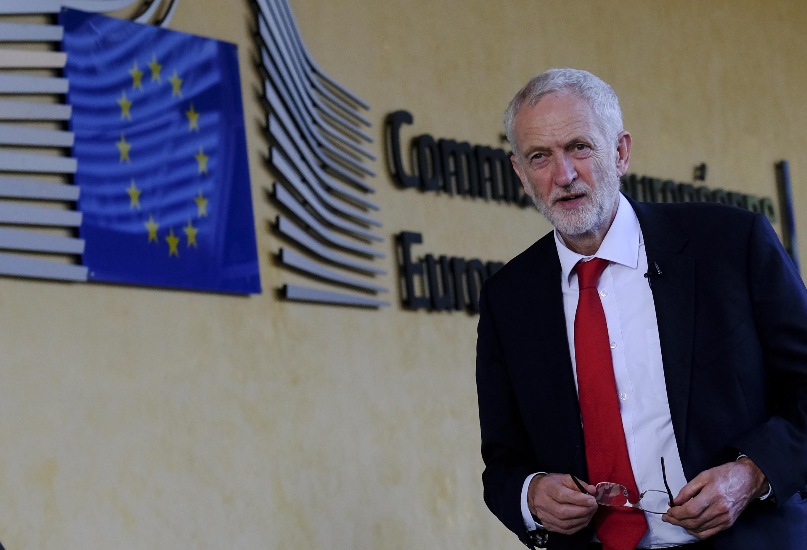 Líder dos Trabalhistas diz que 2.º referendo só como opção para o futuro
