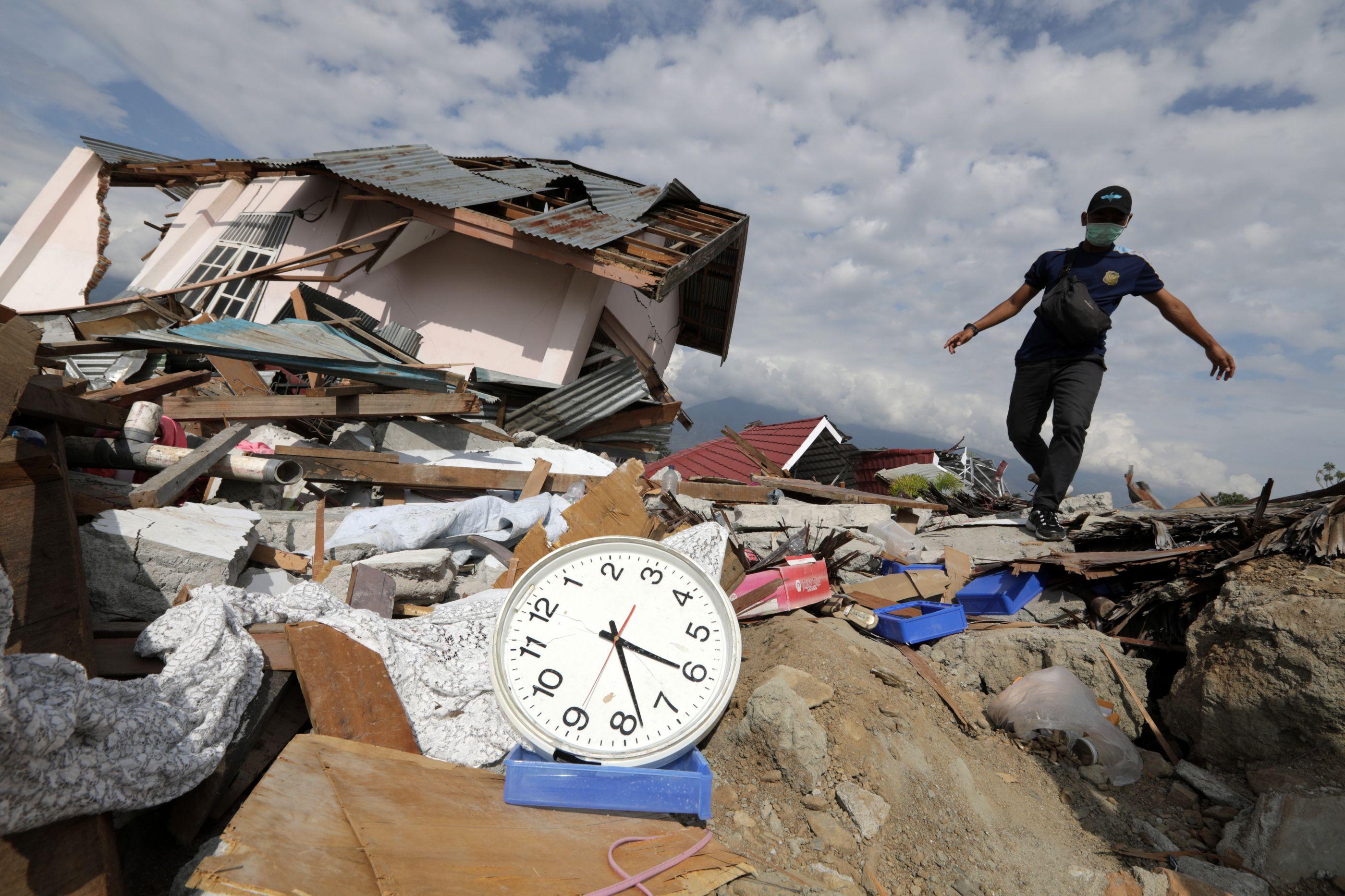 Resgatados com vida 31 jovens uma semana após sismo na Indonésia