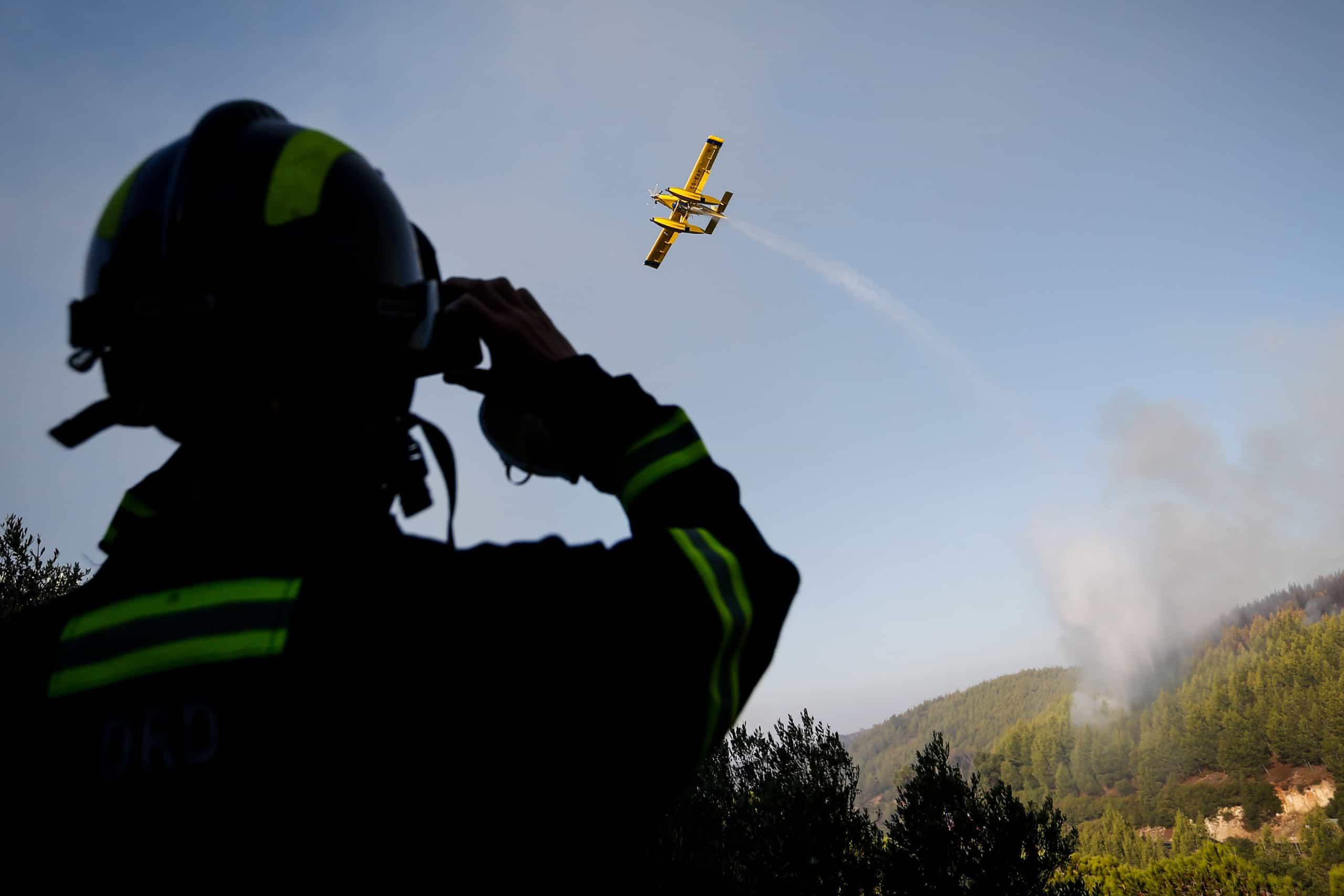 Fogo na serra de Sintra dominado