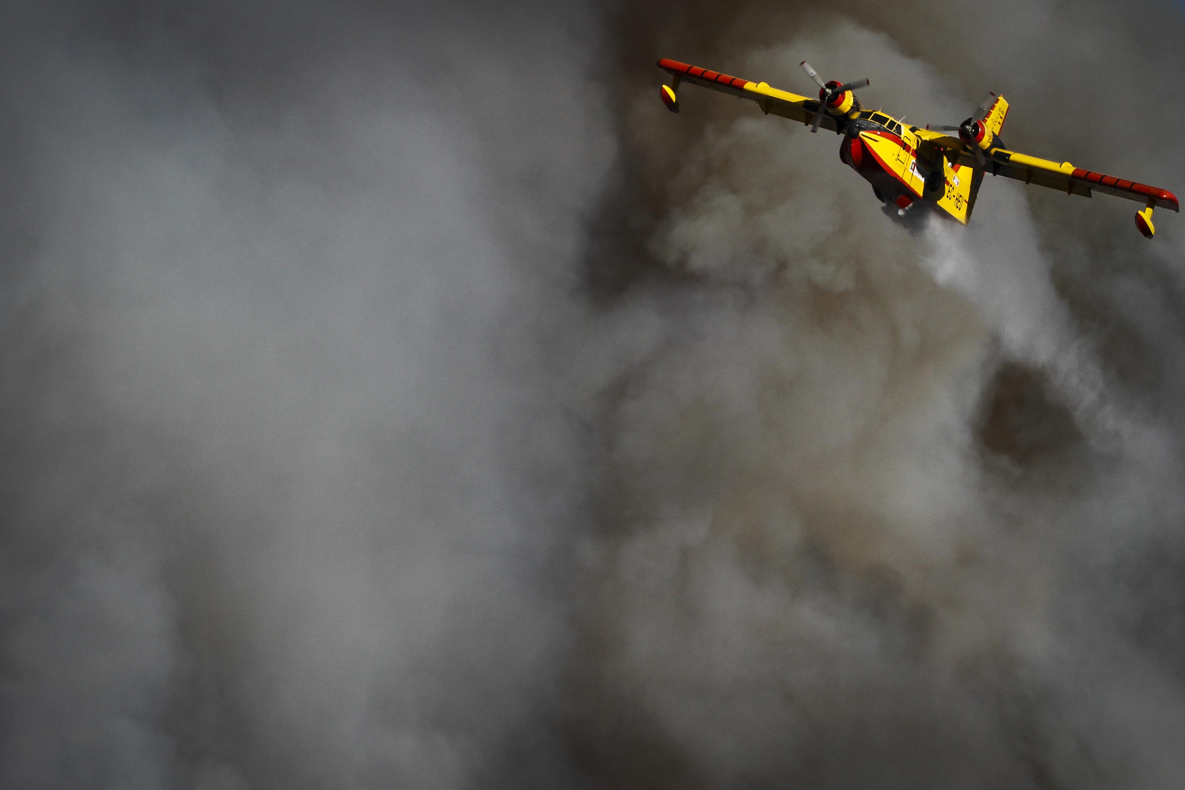 Três fogos ativos em Viana do Castelo mobilizam dois meios aéreos