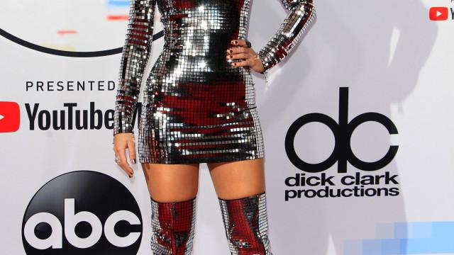 Taylor Swift é a grande vencedora dos AMA e apela ao voto nos EUA