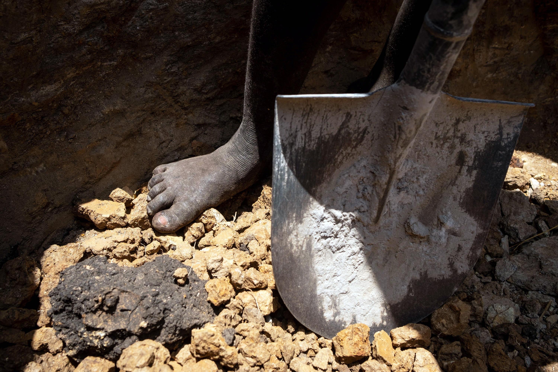 Buscas em mina em Angola prosseguem sem se encontrar mais corpos