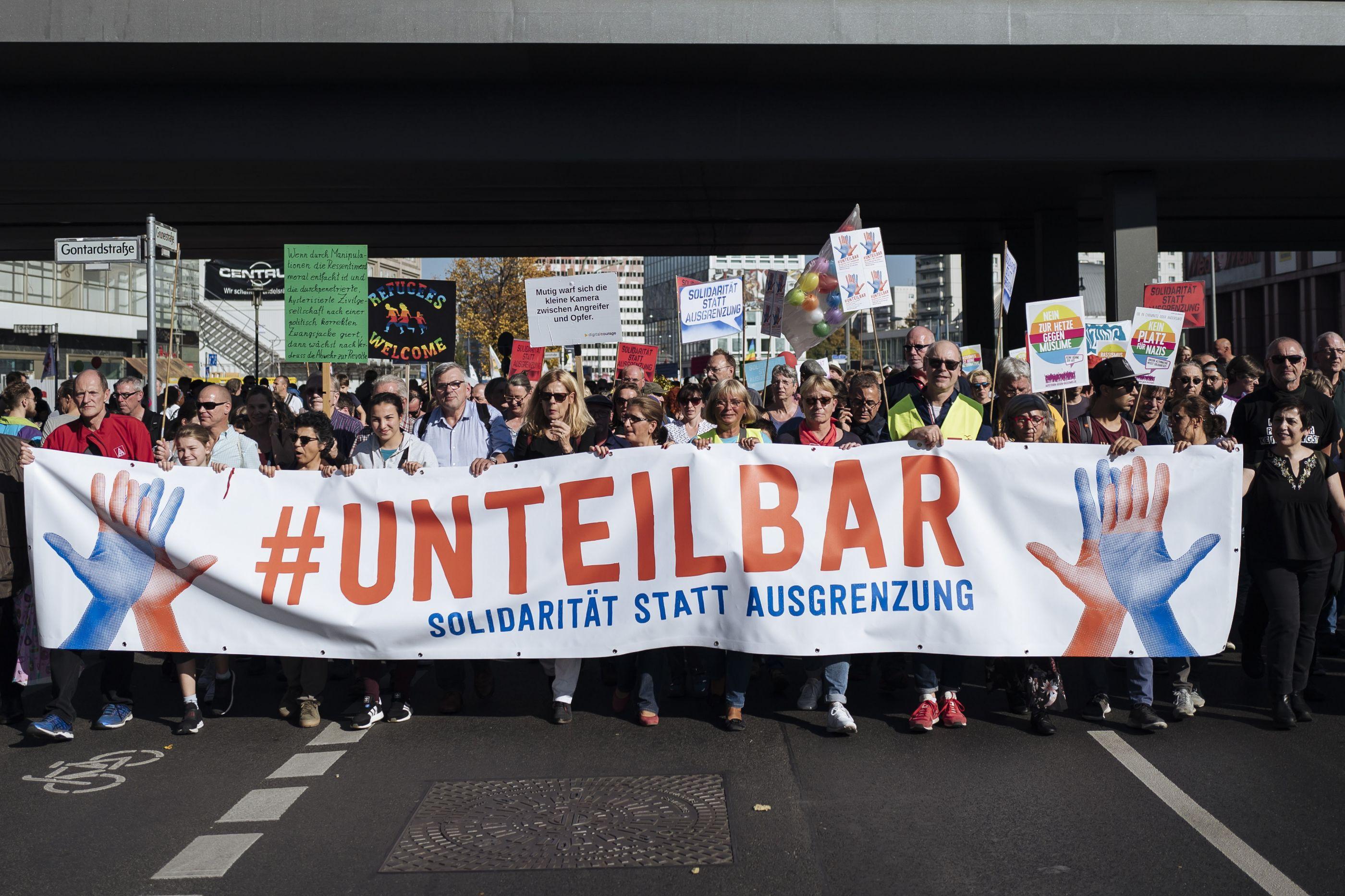 Milhares juntam-se no centro de Berlim contra o racismo e xenofobia