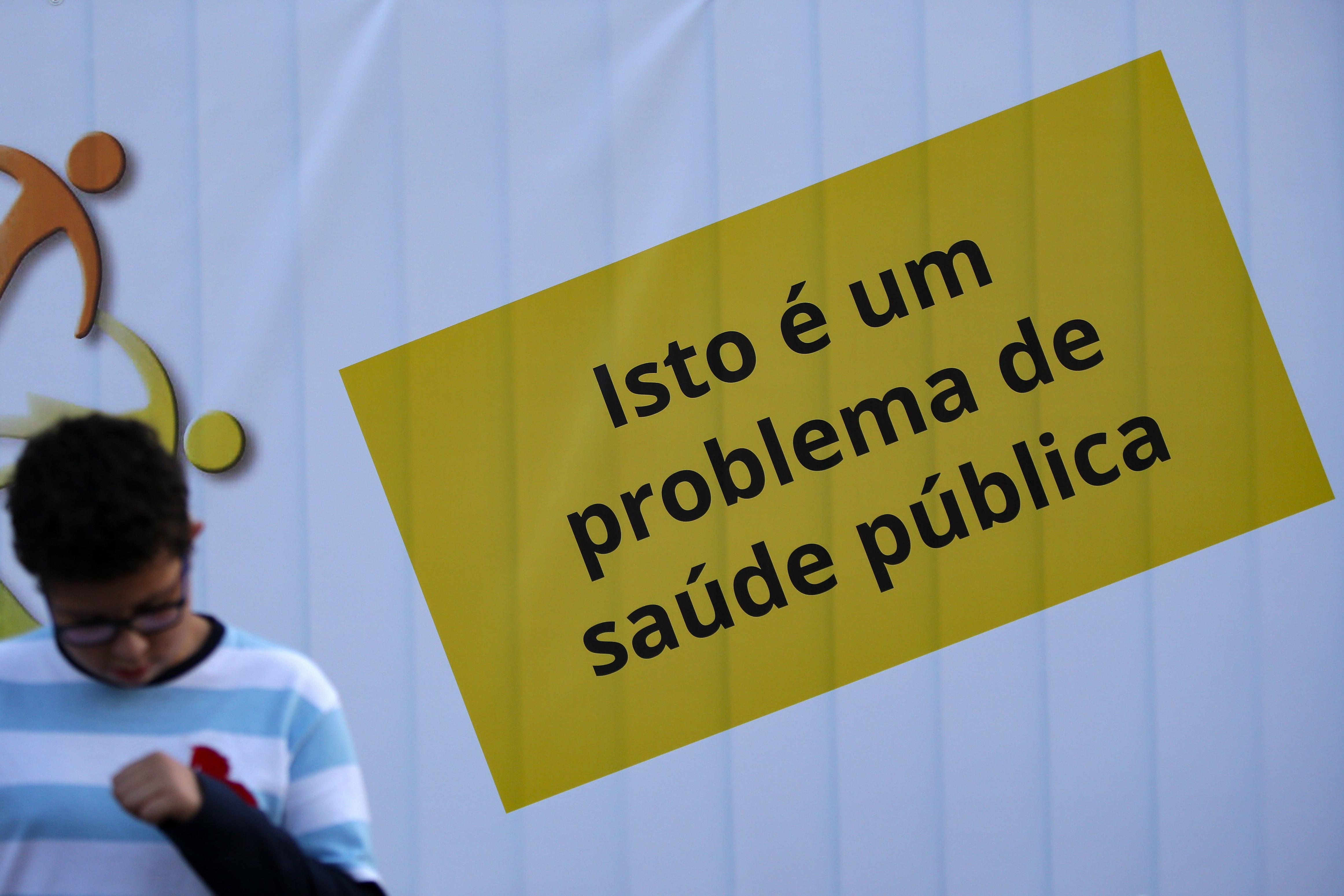 """Pais acusam ministra de deixar """"na gaveta"""" Ala Pediátrica do São João"""