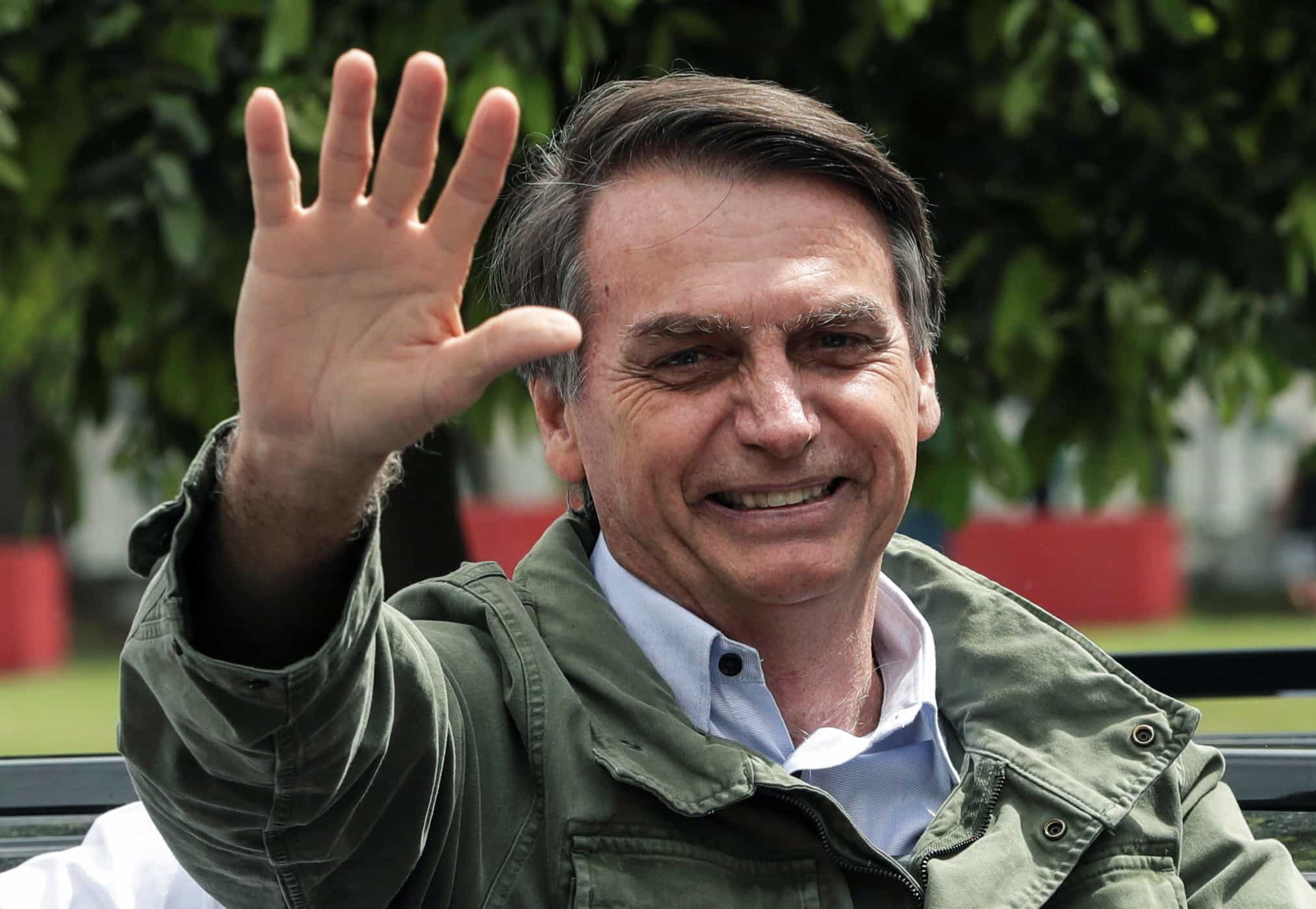 Bolsonaro participa em culto evangélico no primeiro ato público