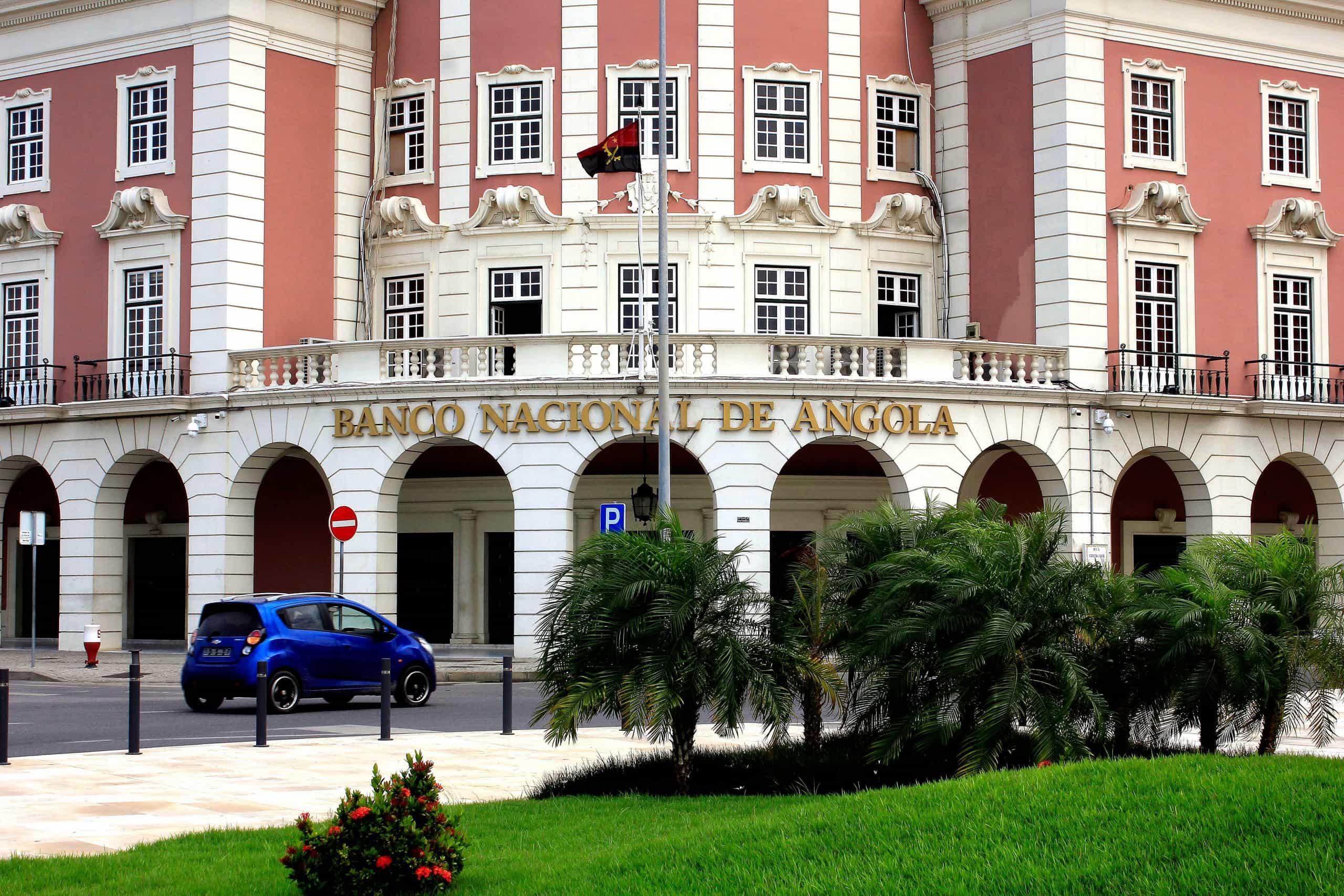 Banco central angolano vai avaliar em abril ativos de 12 maiores bancos